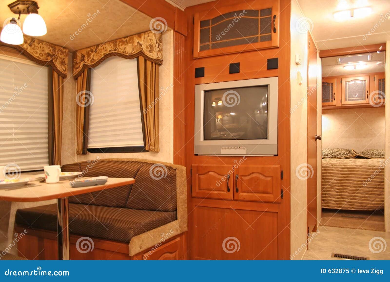 Download дом внутри мотора стоковое изображение. изображение насчитывающей пенсионеры - 632875