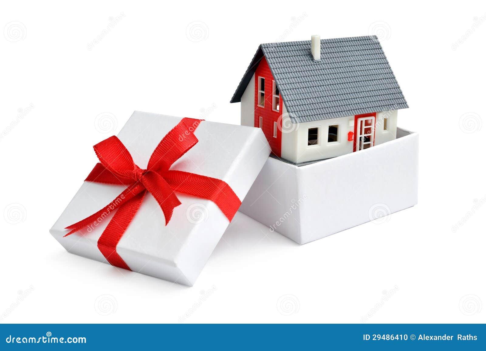 Дом в коробке подарка