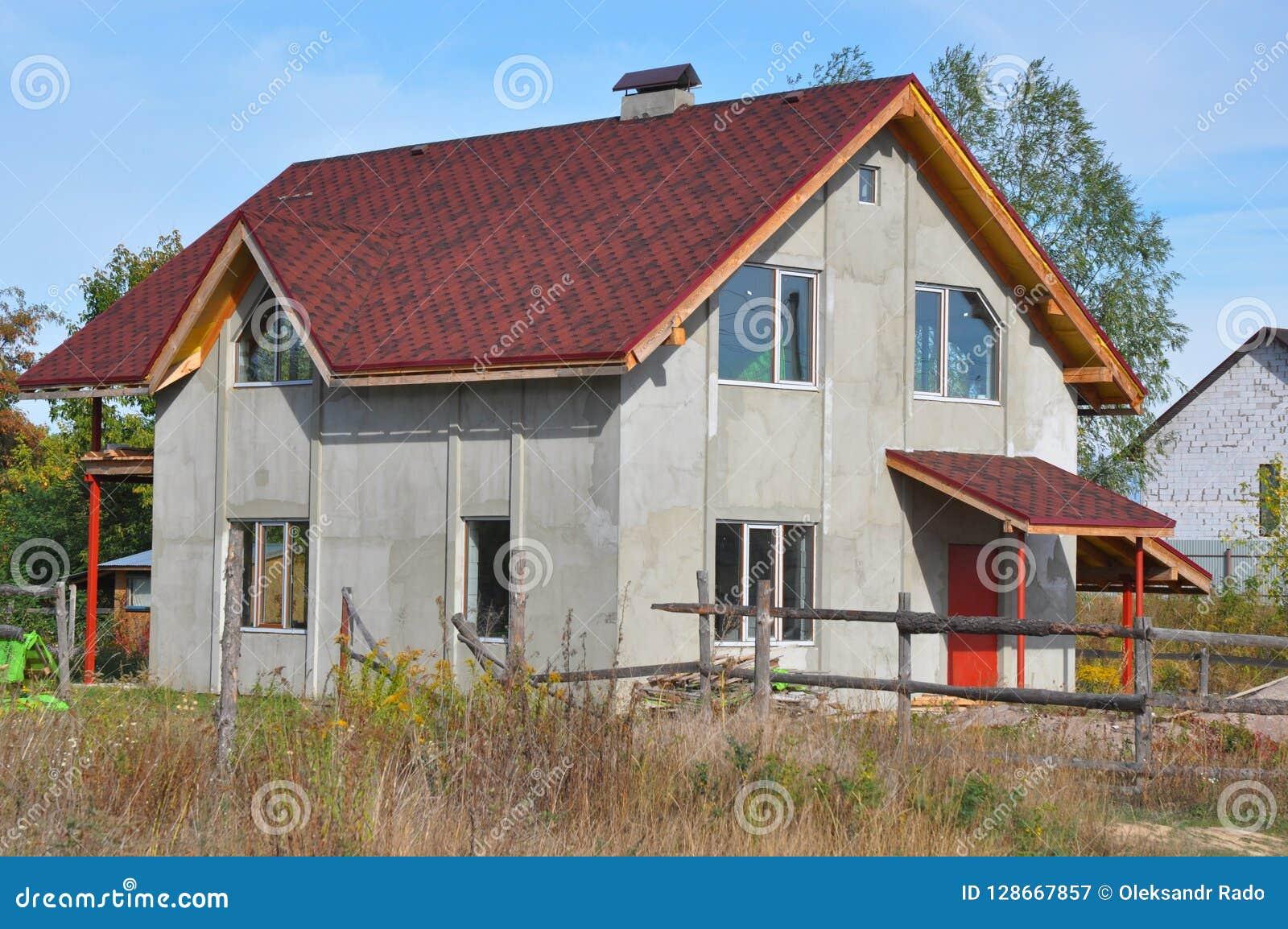Дом здания с асфальтом стрижет стены толя и штукатурки Конструкция толя с гонт асфальта