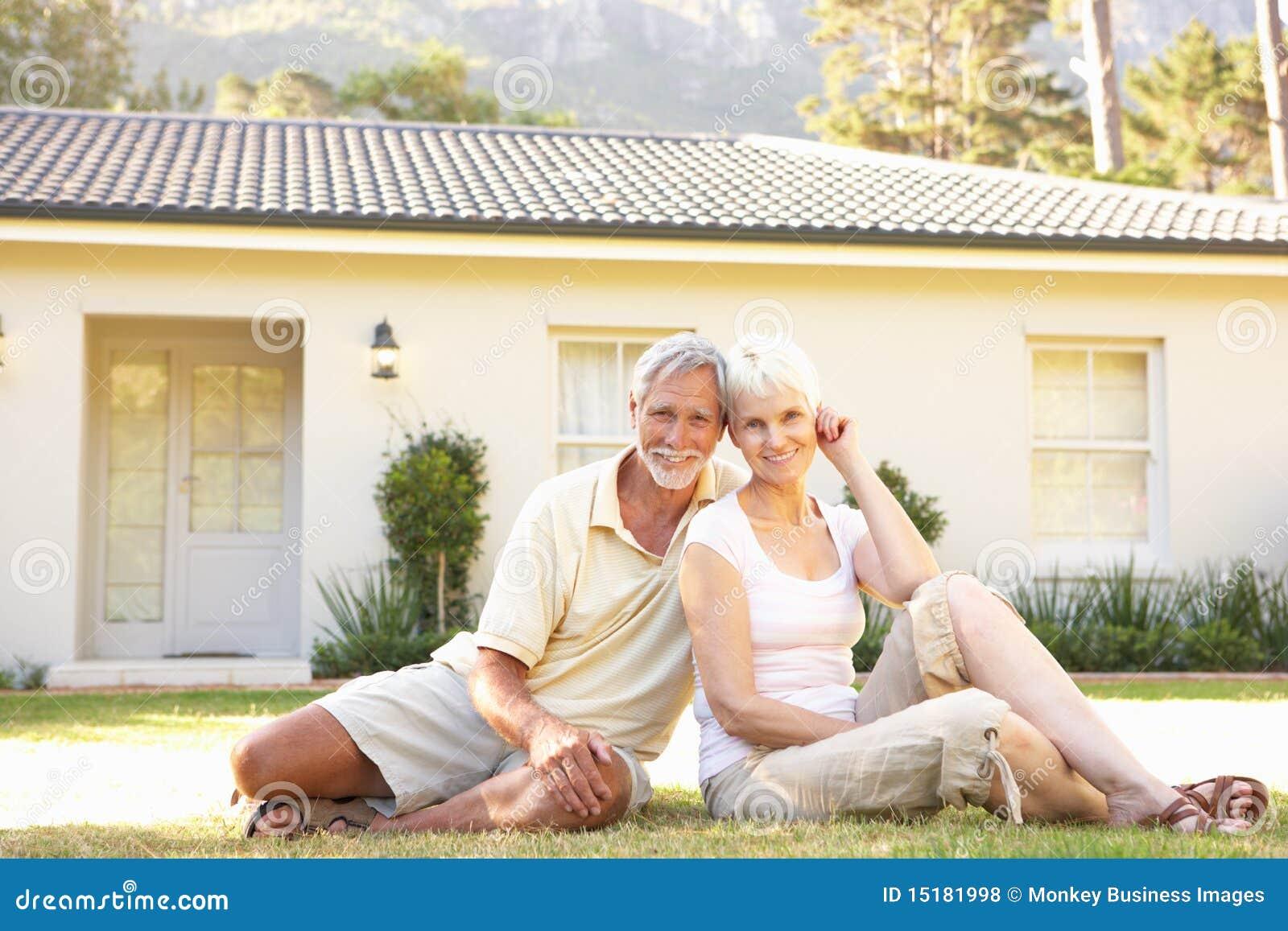 Пожилые супруги домашнее видео думаю