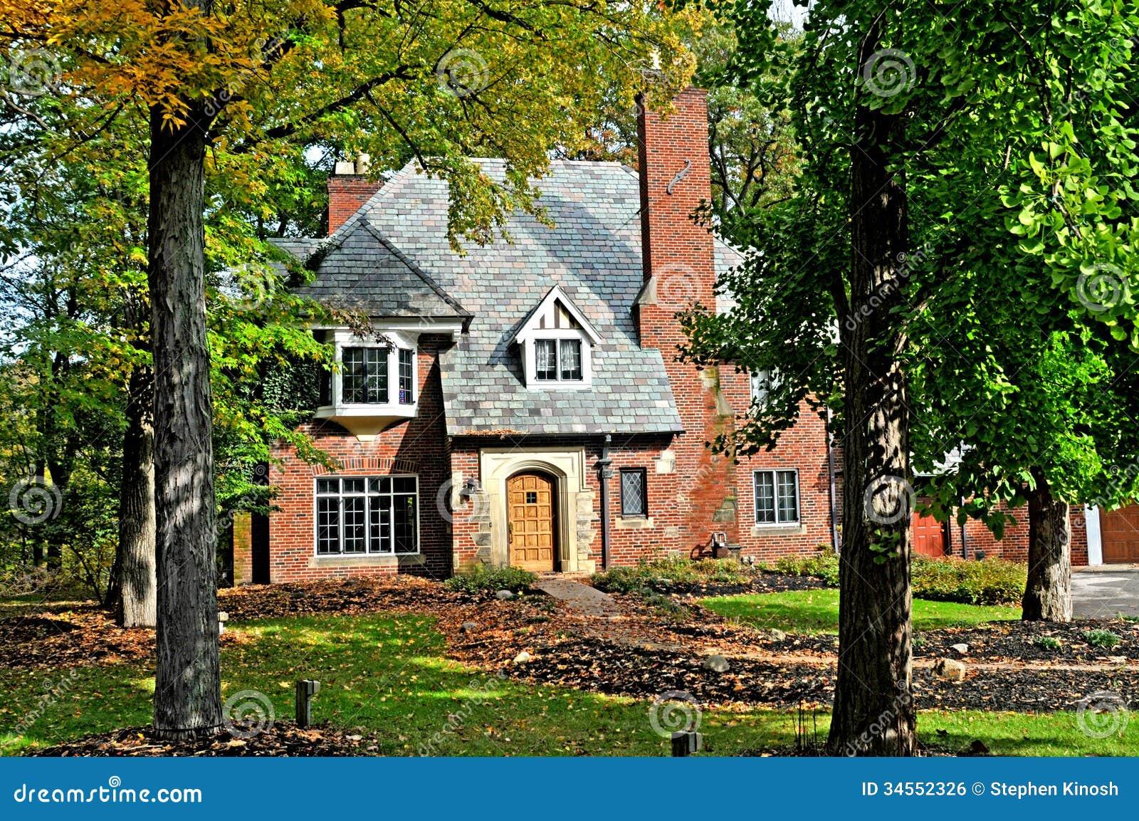 Дом стиля Tudor