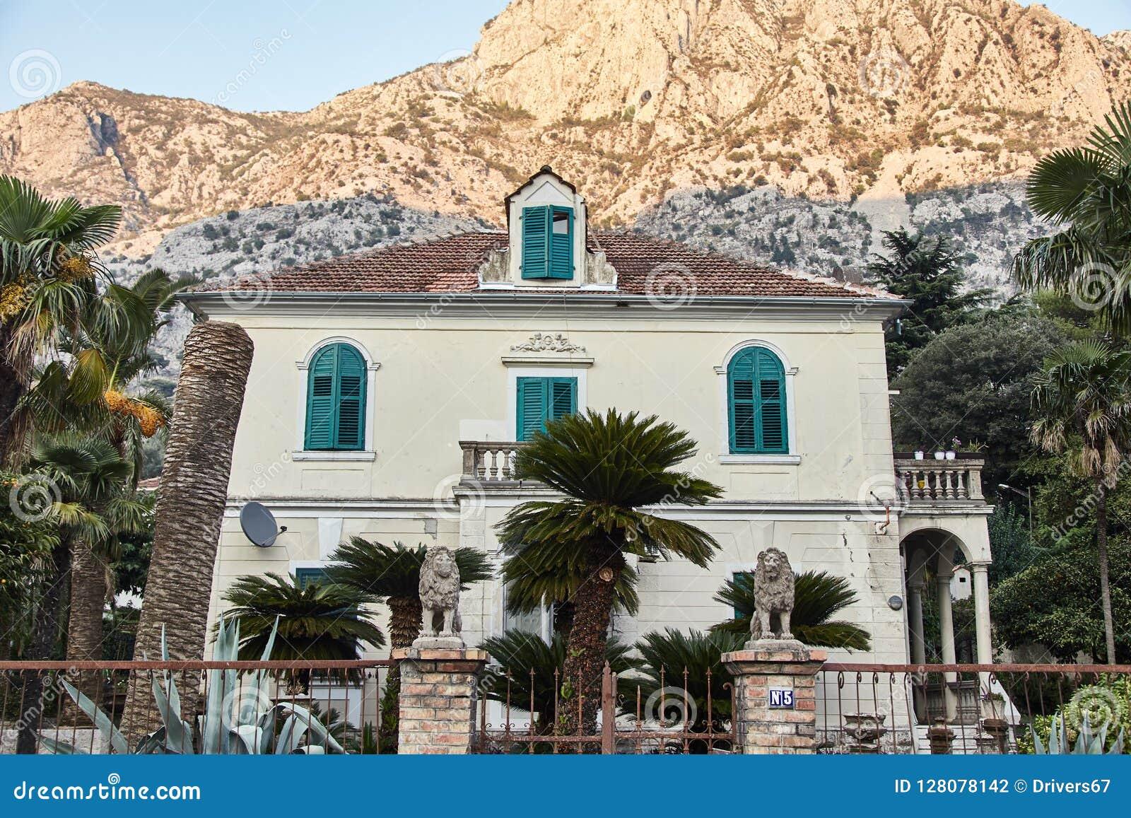 дом 2-этажа в Kotor Черногория афоризмов