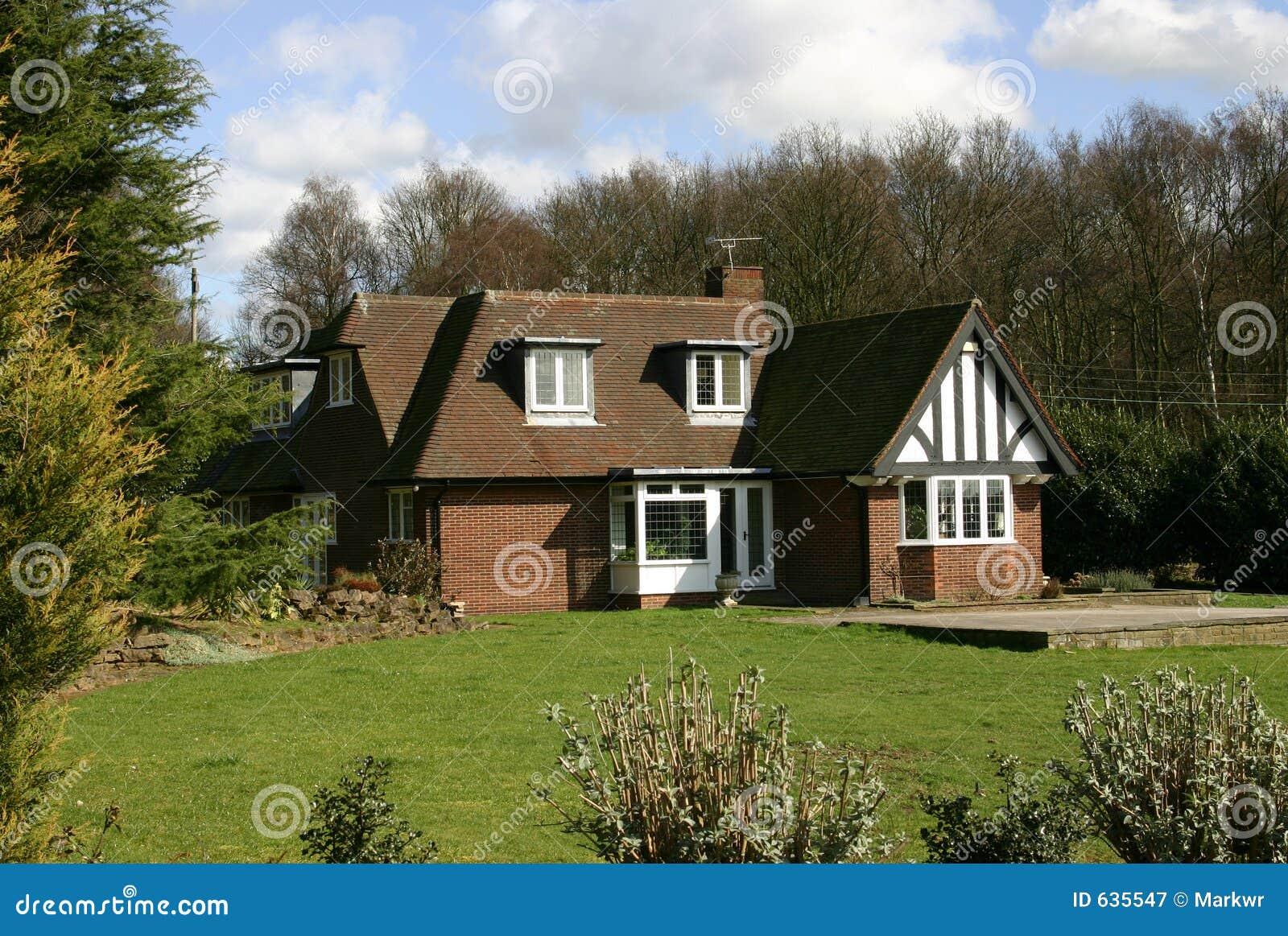 Download дом k u Англии стоковое изображение. изображение насчитывающей сад - 635547