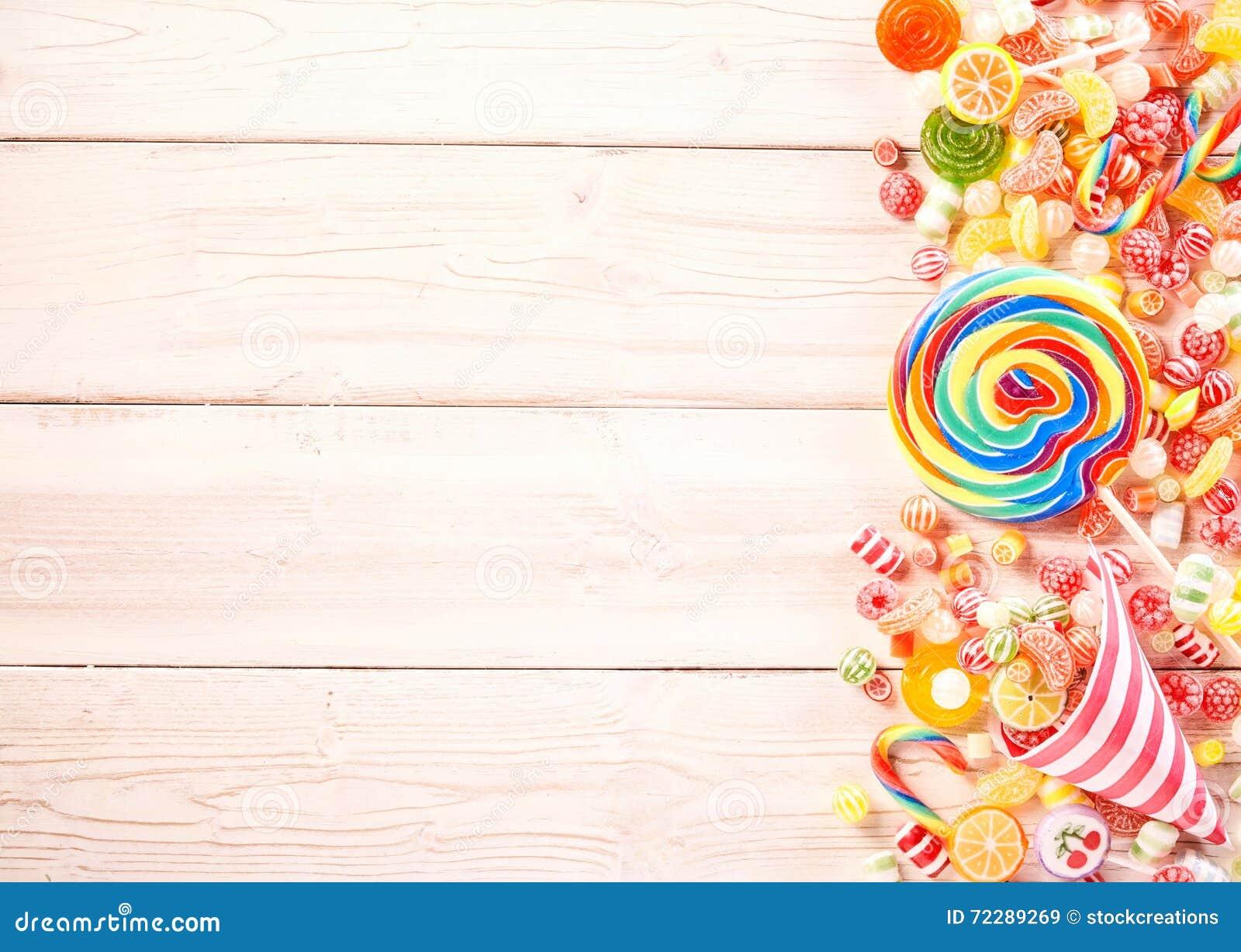 Download Дополнительная большая свирль покрасила высасыватель камедеобразной конфетой Стоковое Изображение - изображение насчитывающей космос, конус: 72289269