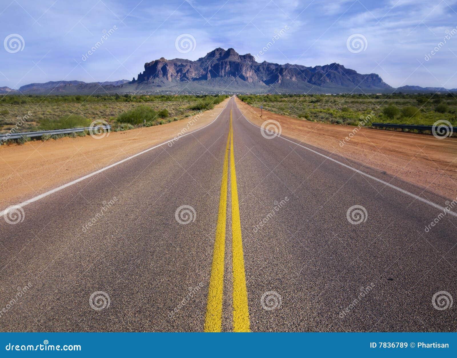 дорога горы пустыни ведущая к глуши