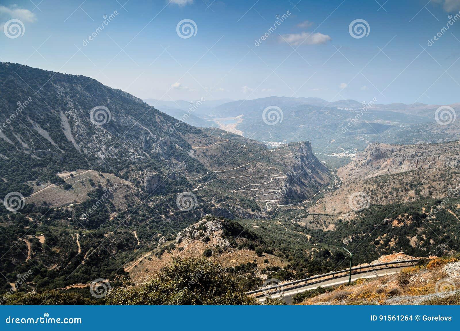 Дороги горы и красивый ландшафт острова Крита, Греции