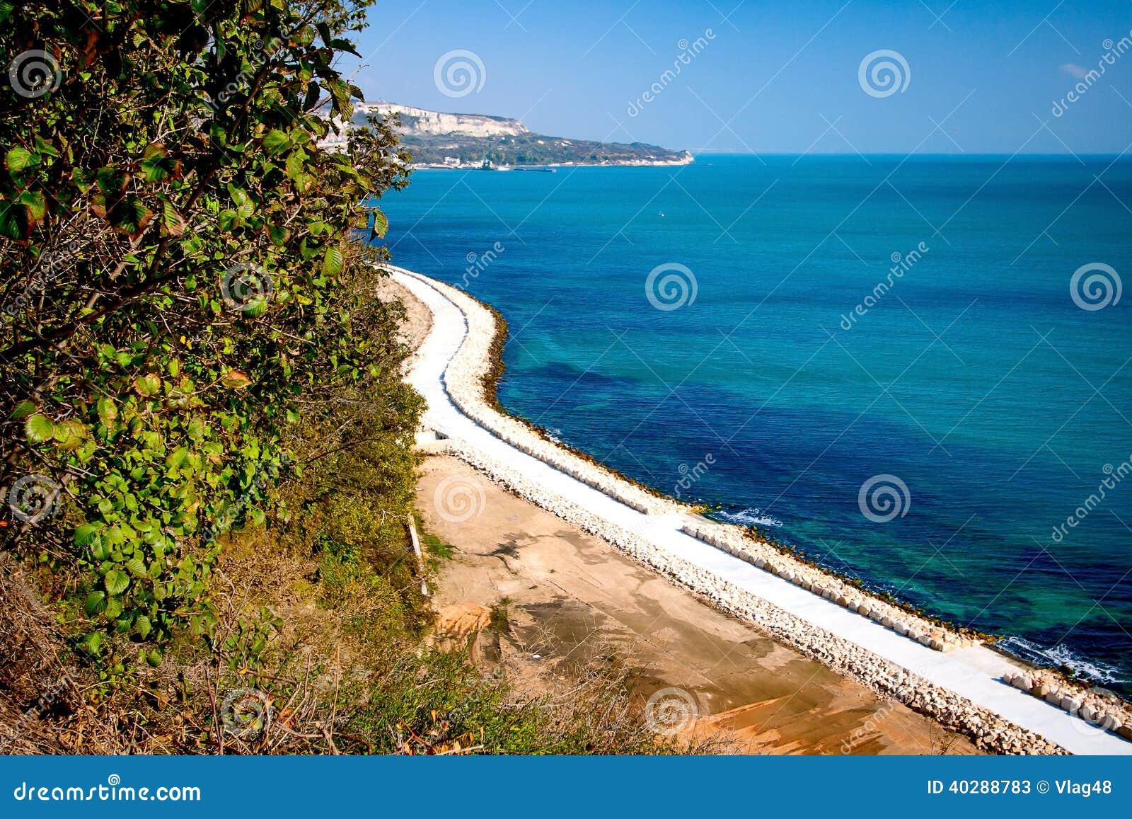 Дорожка на Чёрном море в Болгарии.