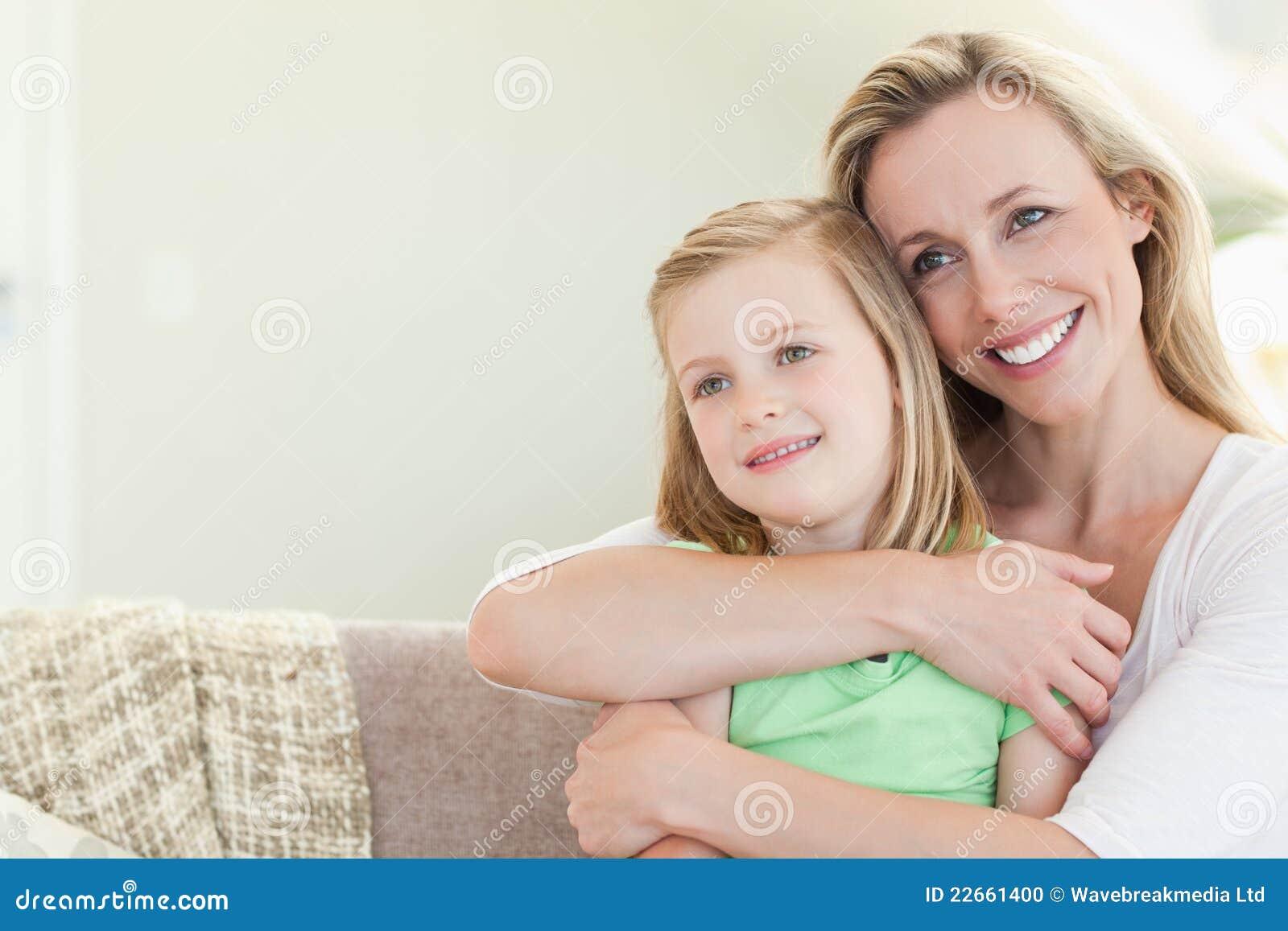Фото мамы в кресле, Милфа с большими сиськами раздевается в кресле 25 фотография