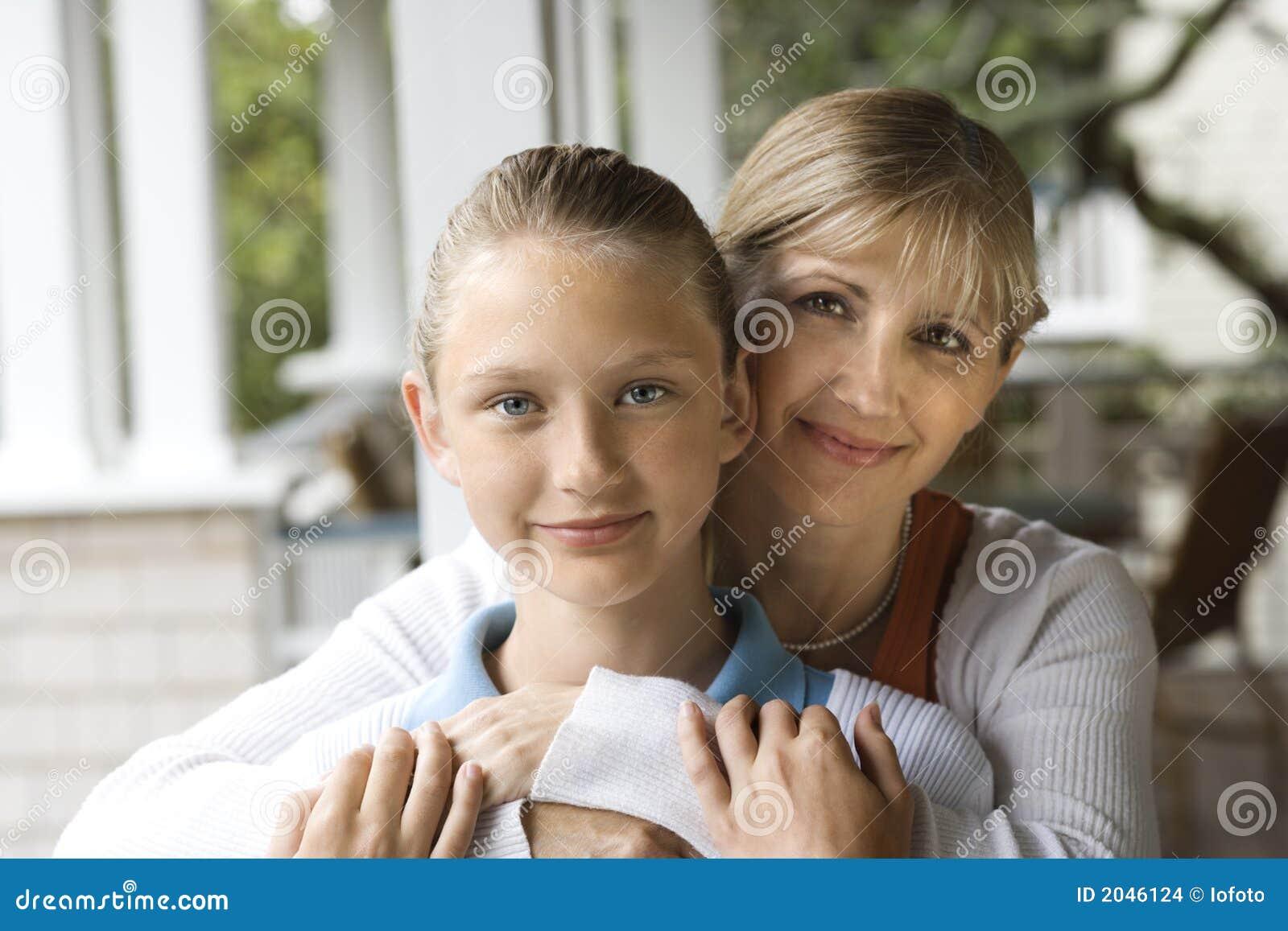Трахнул свою дочь и мать, Секс с дочерью » Порно мамочки онлайн Full HD 22 фотография
