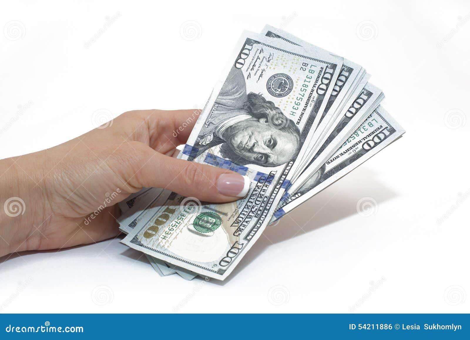 Доллары счетов в руке изолированной на белизне, деньгах