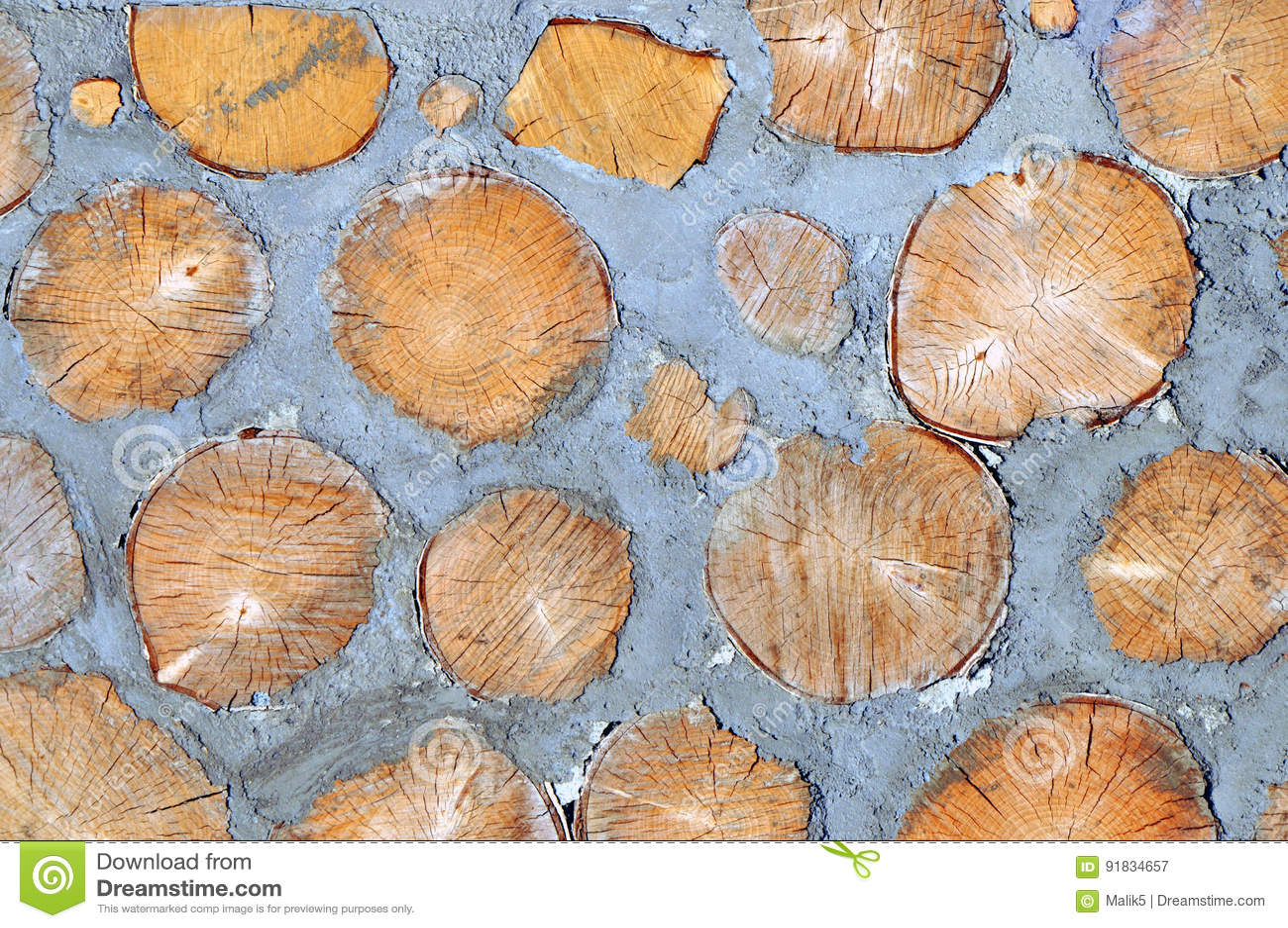 Древесина и цемент в стене