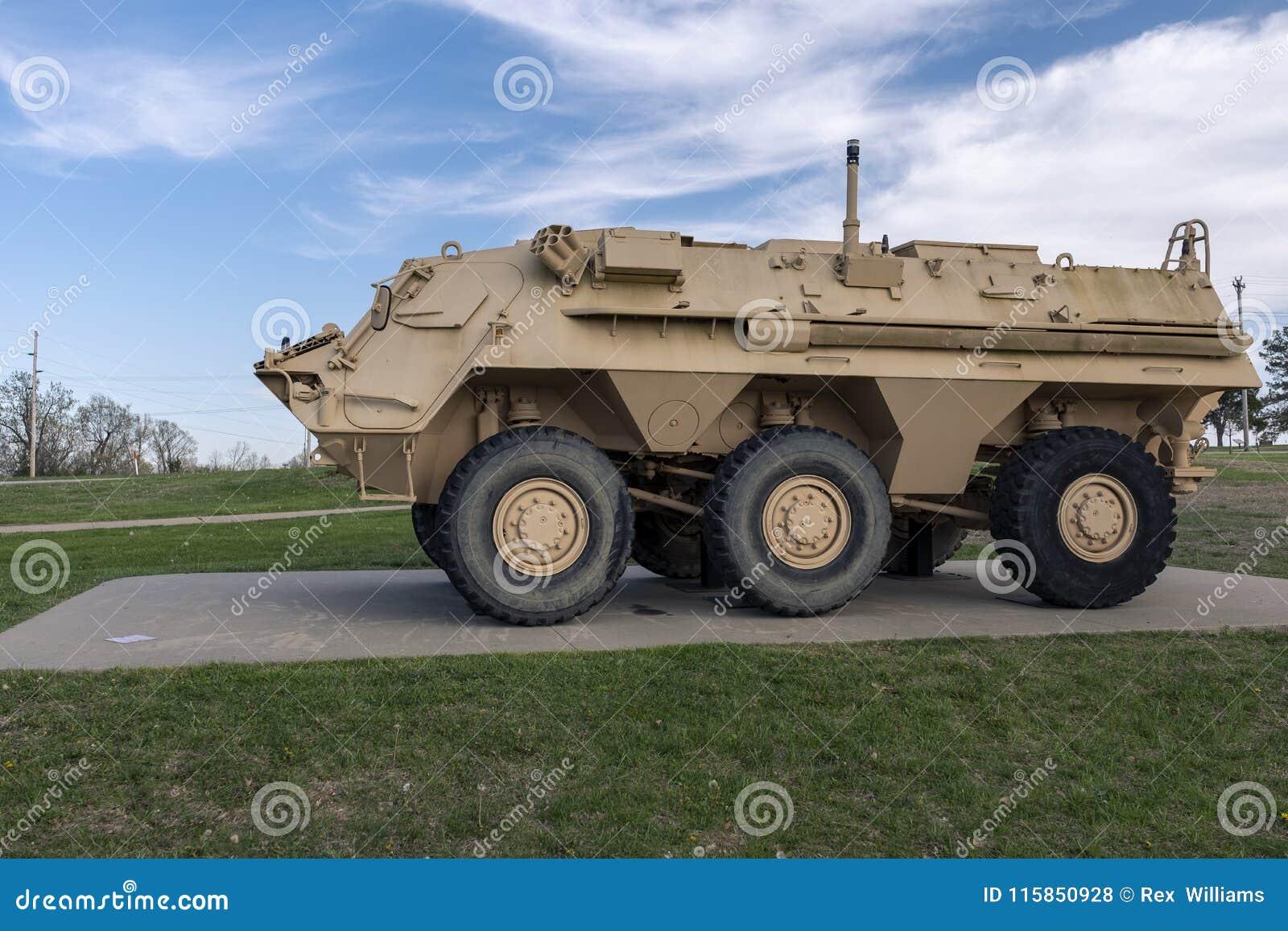 ДРЕВЕСИНА ЛЕОНАРДА ФОРТА, MO 29-ОЕ АПРЕЛЯ 2018: ЛИСА NBCRS военного транспортного средства M93A1