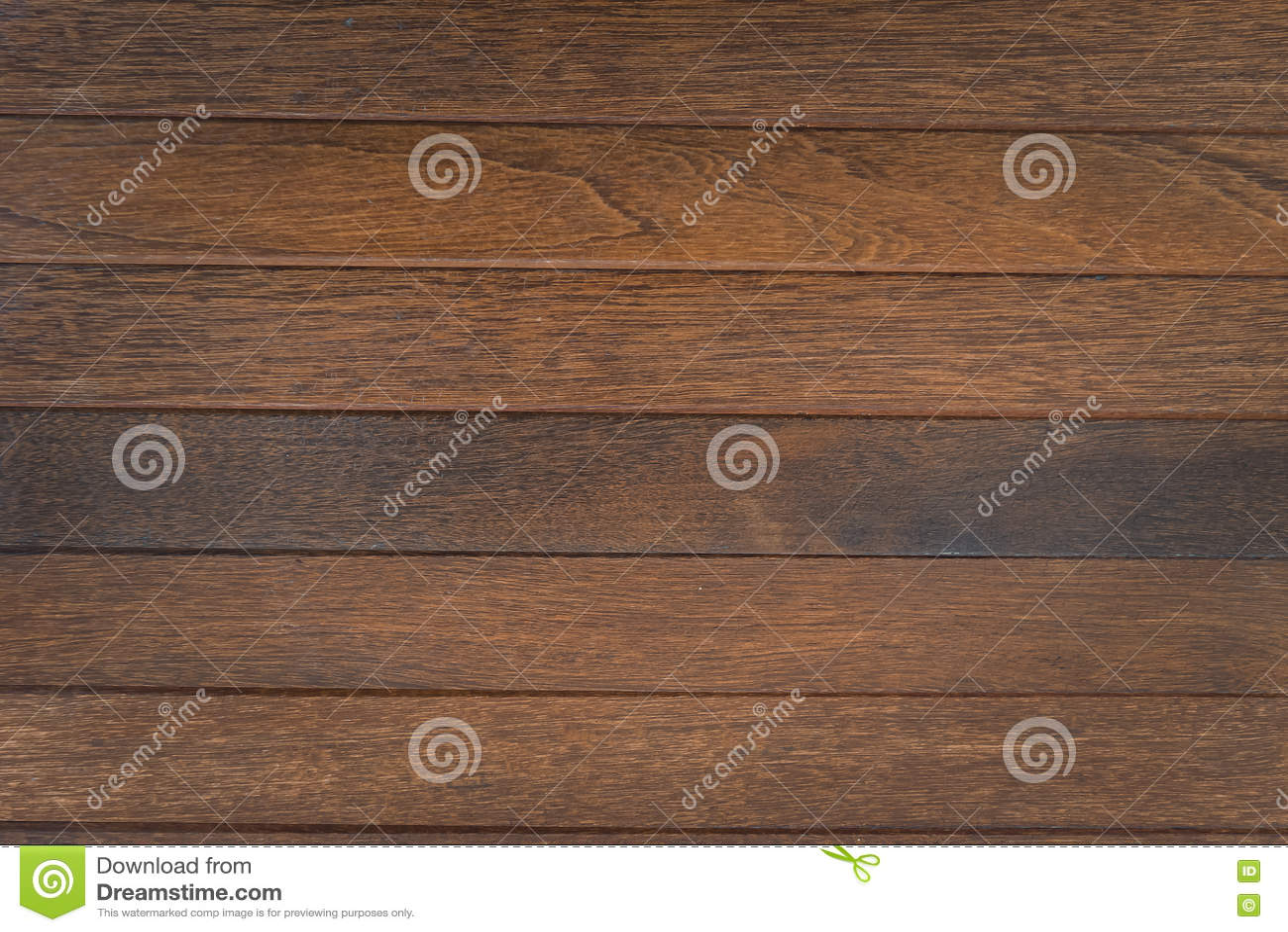 Древесина темного коричневого цвета