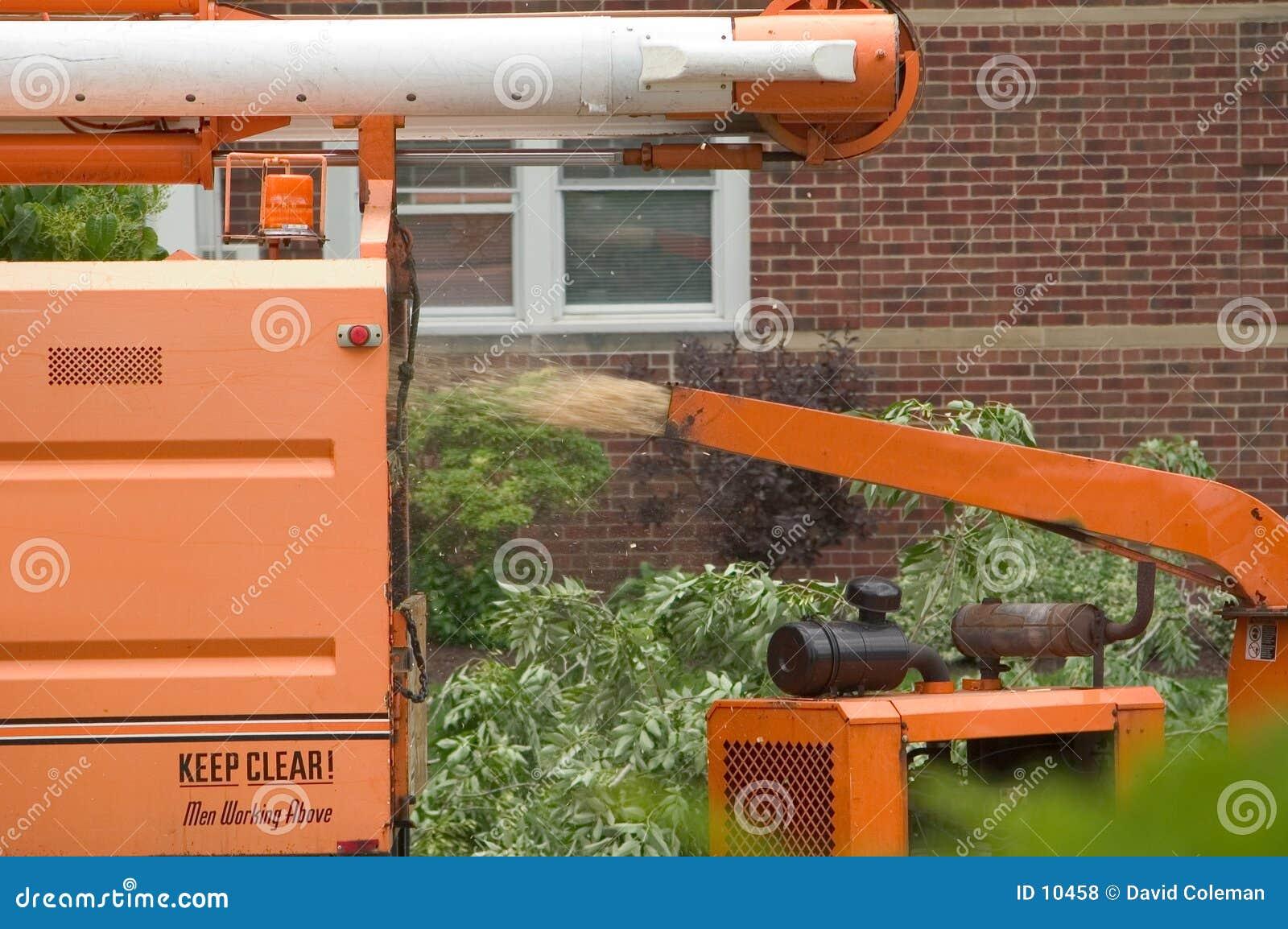 Download древесина chipper действия стоковое фото. изображение насчитывающей debris - 10458