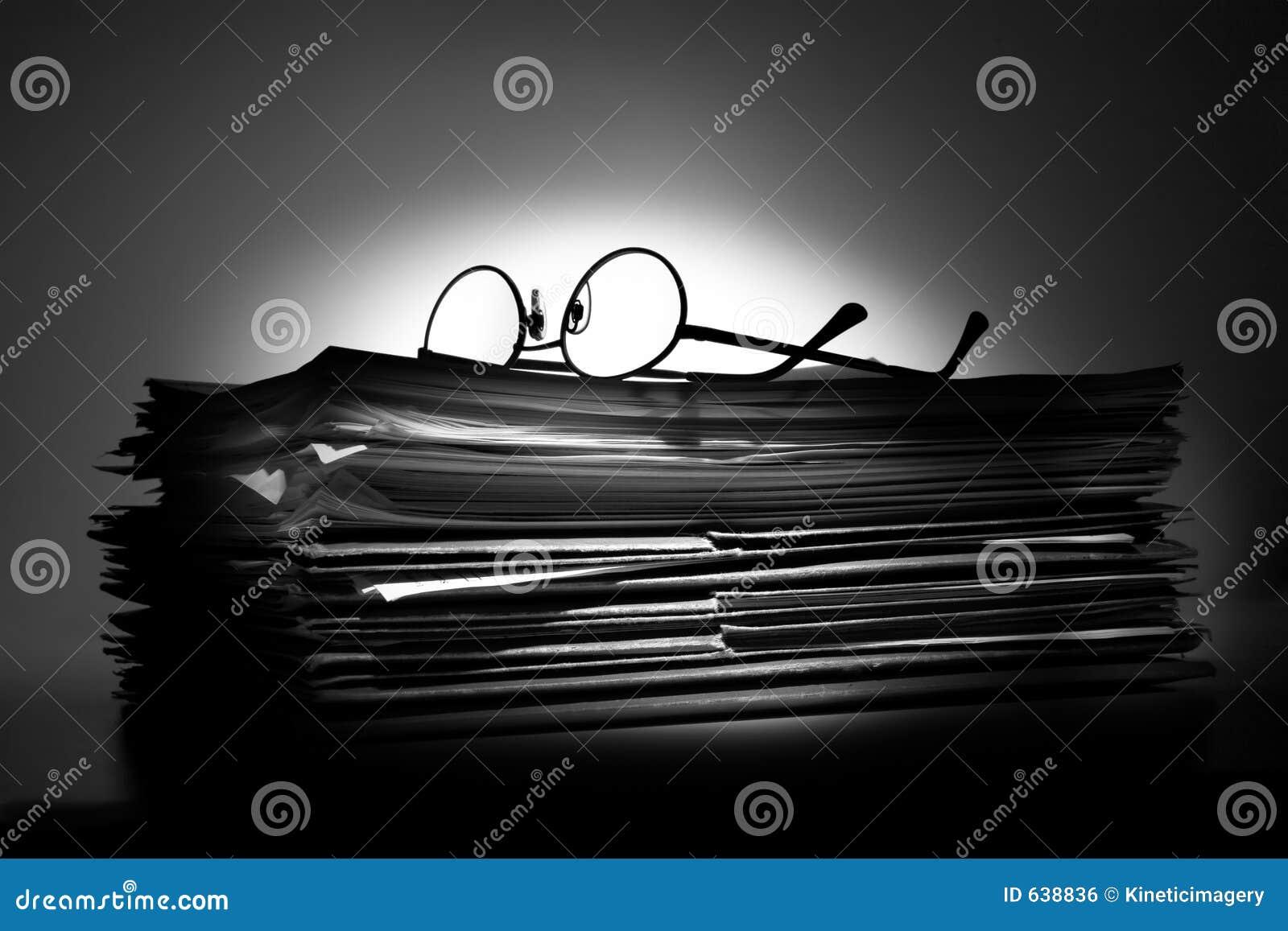 Download дробит обработку документов на участки Стоковое Фото - изображение насчитывающей корпорация, трудно: 638836
