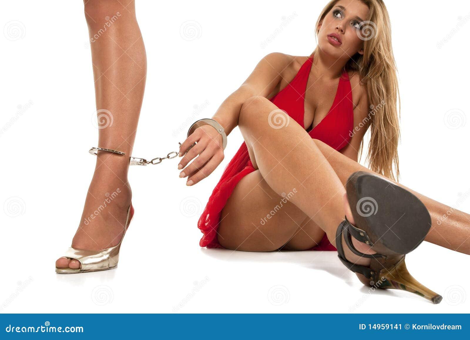 Бесплатные фото женщин связанных в наручниках фото 172-554