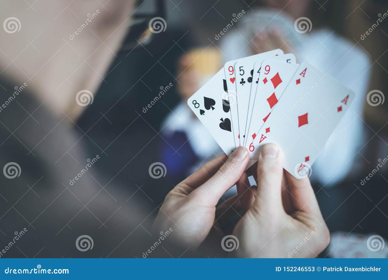 Карты играть с человеком казино x играть бесплатно без регистрации
