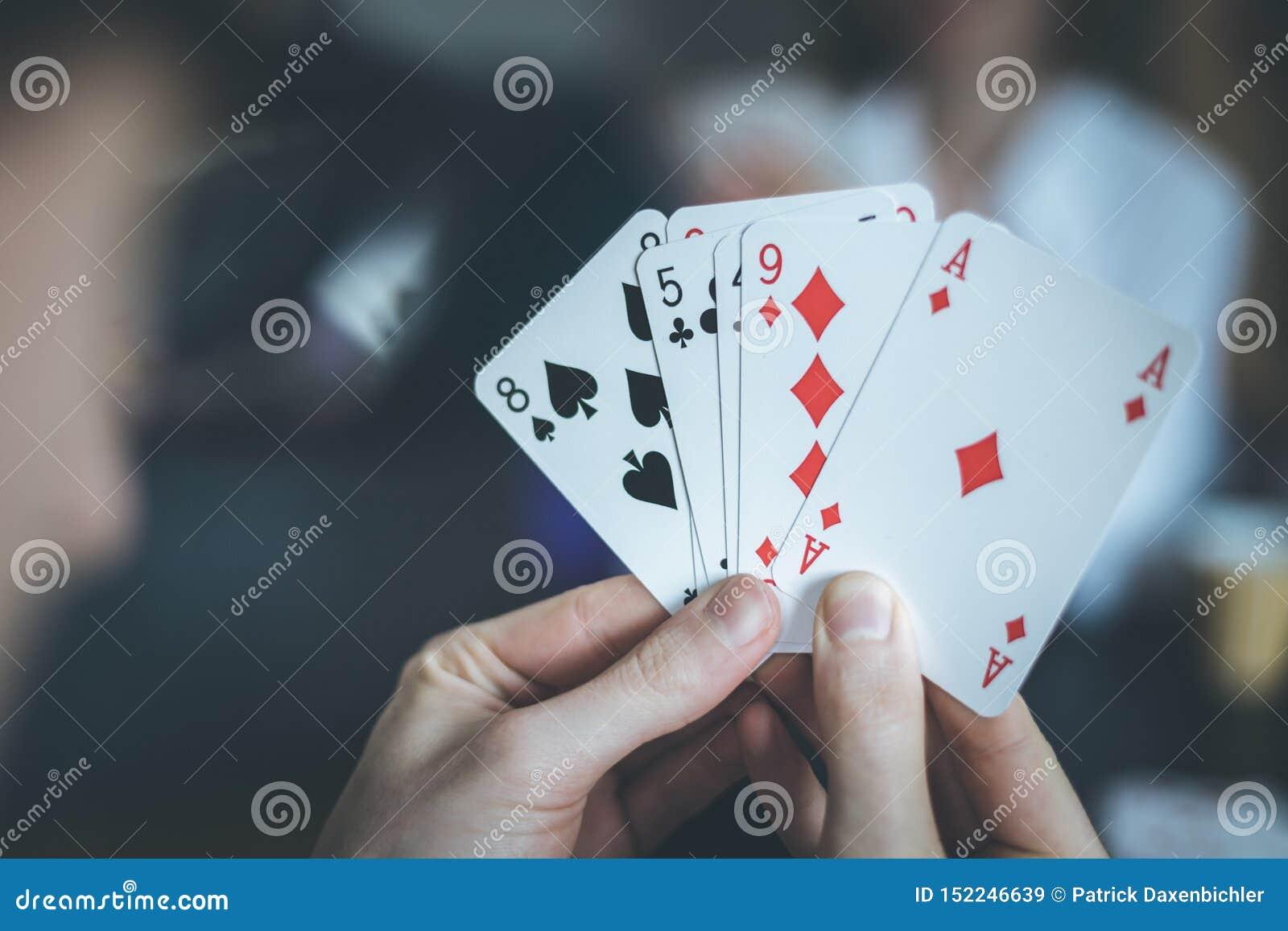 Карты играть с человеком чат рулетка онлайн для мобильных