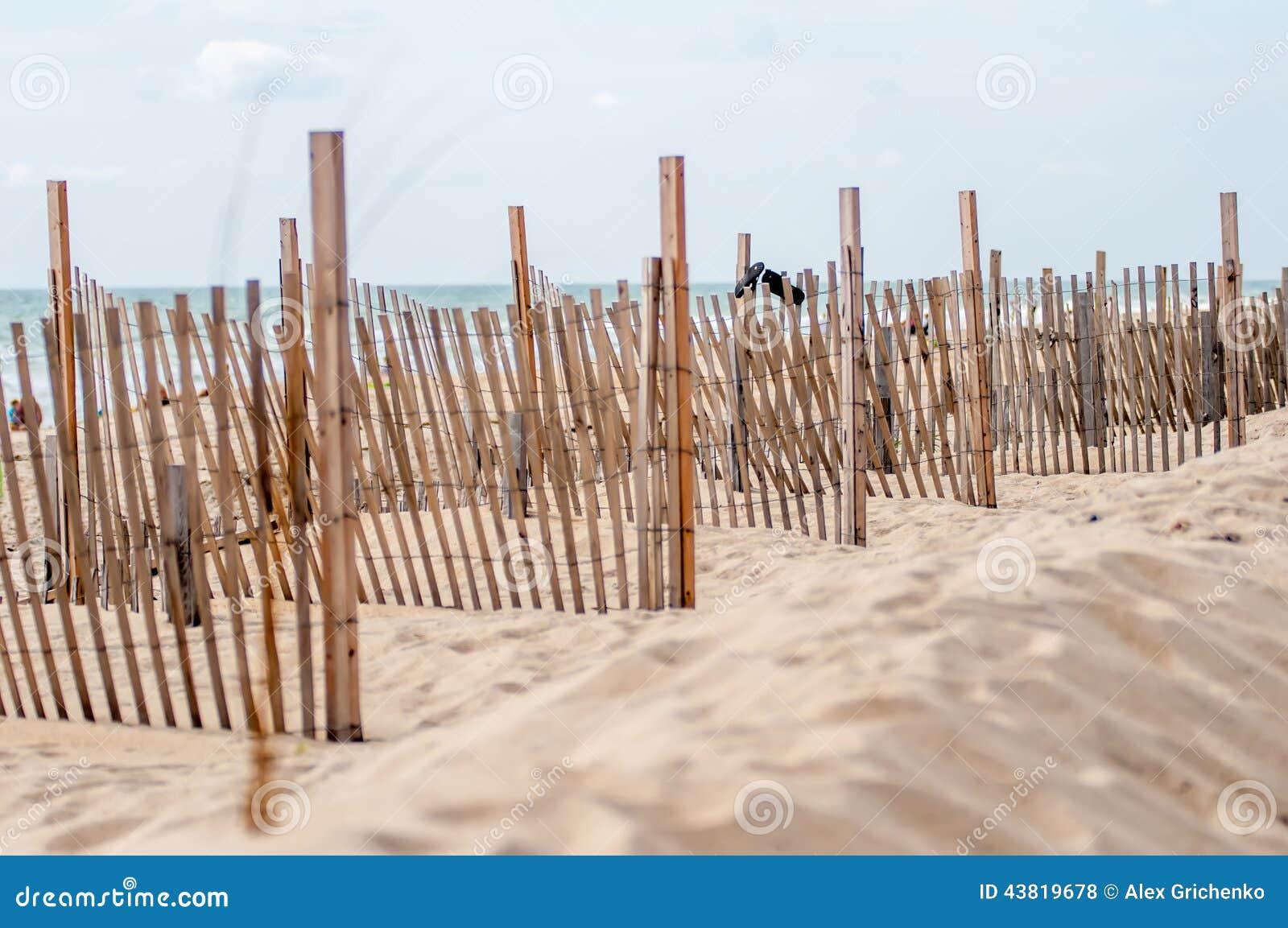 Дюны ограждая вдоль наружных банков Северной Каролины в hatter накидки