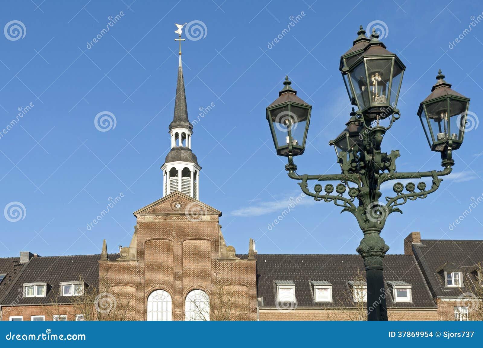 Евангелическая церковь и фонарный столб, город Goch