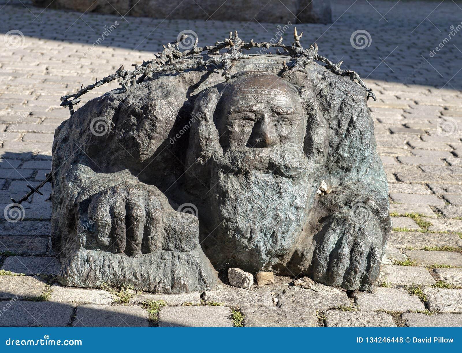 Еврей вставать на колени, часть памятника Vienna's против войны и фашизм