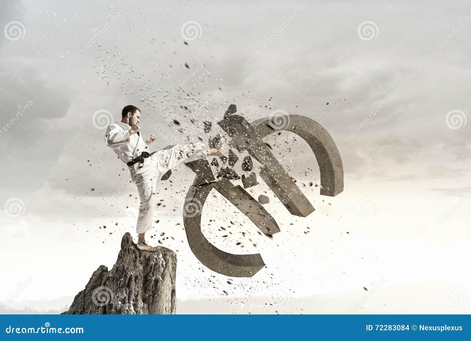 Download Евро нападения человека карате Стоковое Фото - изображение насчитывающей карате, конфликт: 72283084
