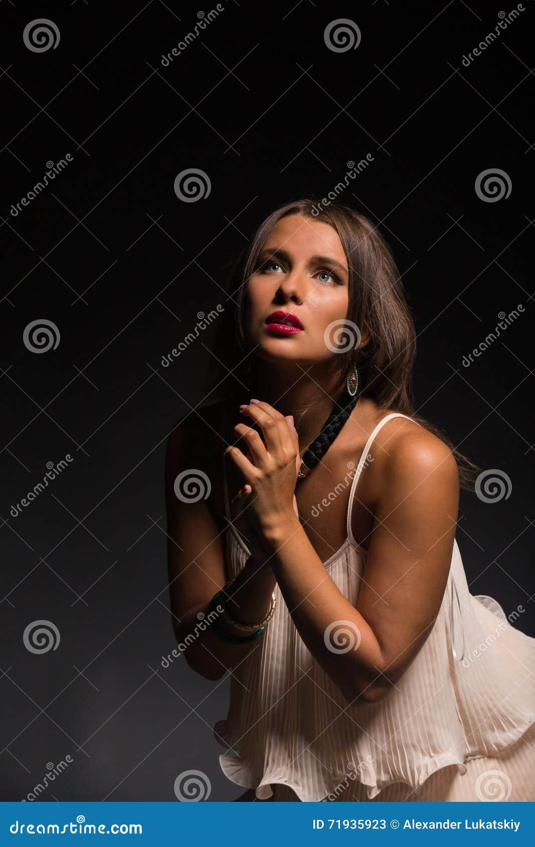 девушка предпосылки красивейшая темная