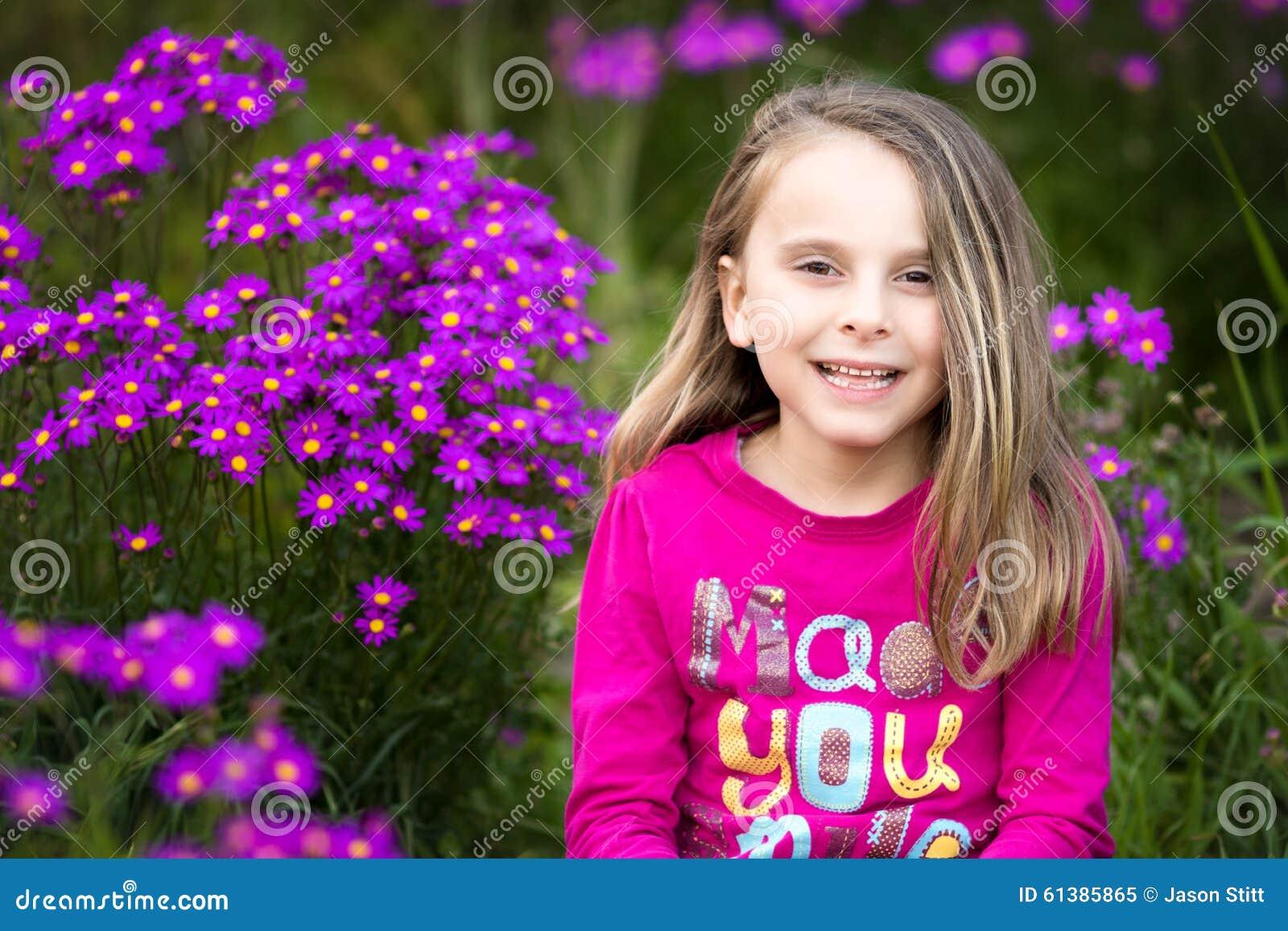 девушка цветков милая