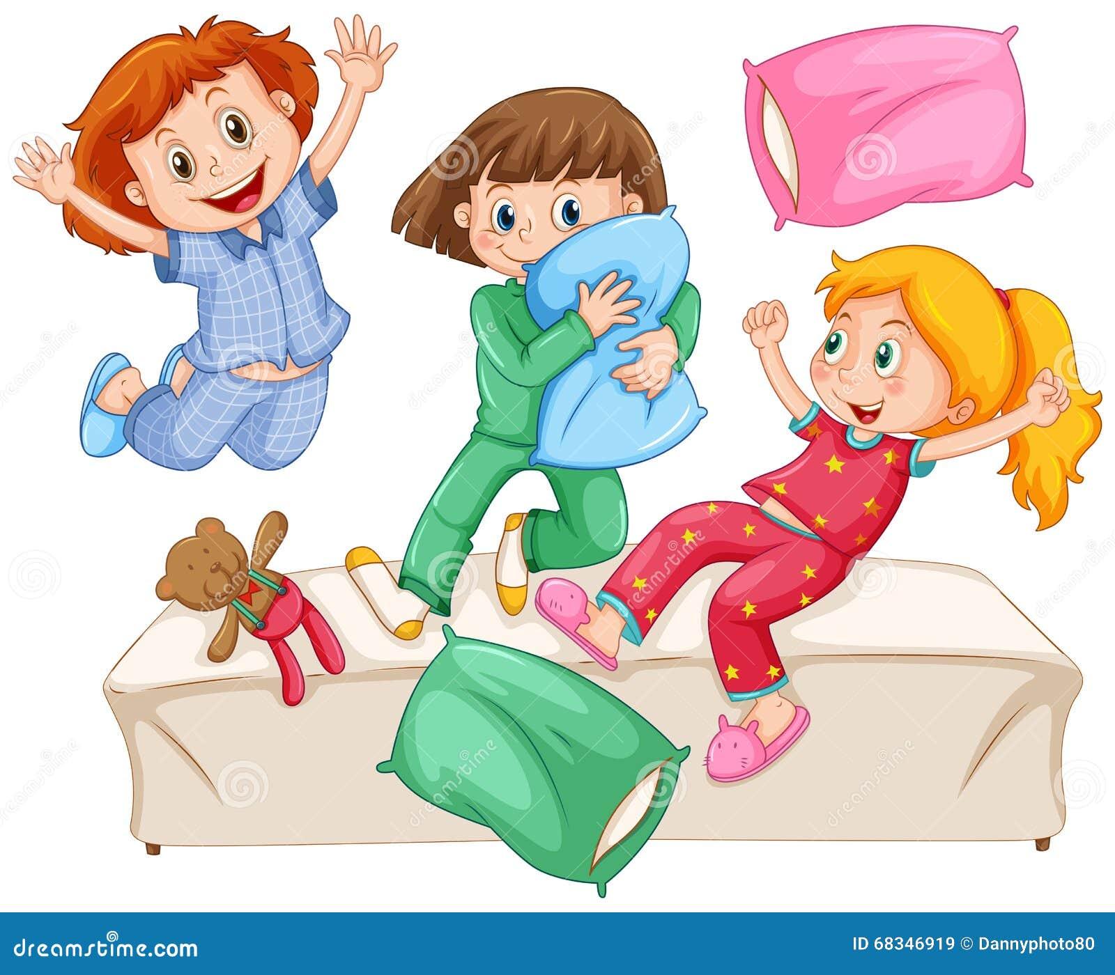 3 девушки играя бой подушками на девичнике