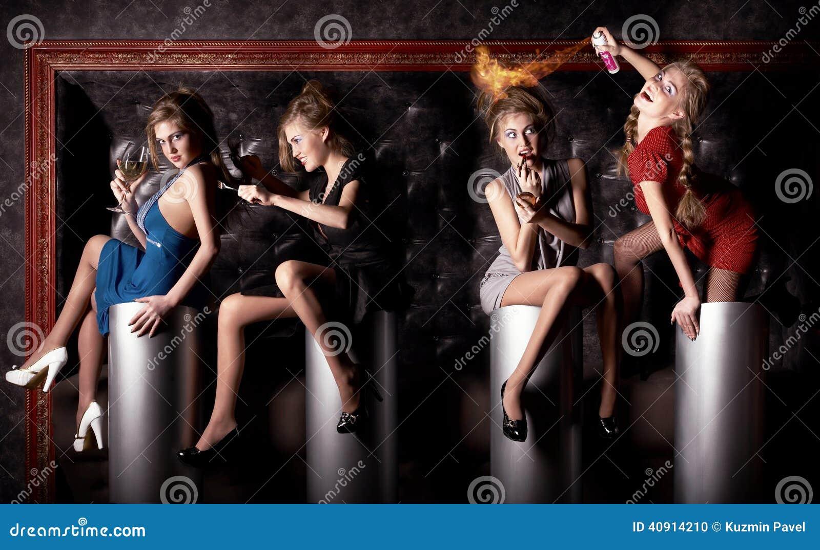 Девушки для работы клубах работа для девушек после декрета