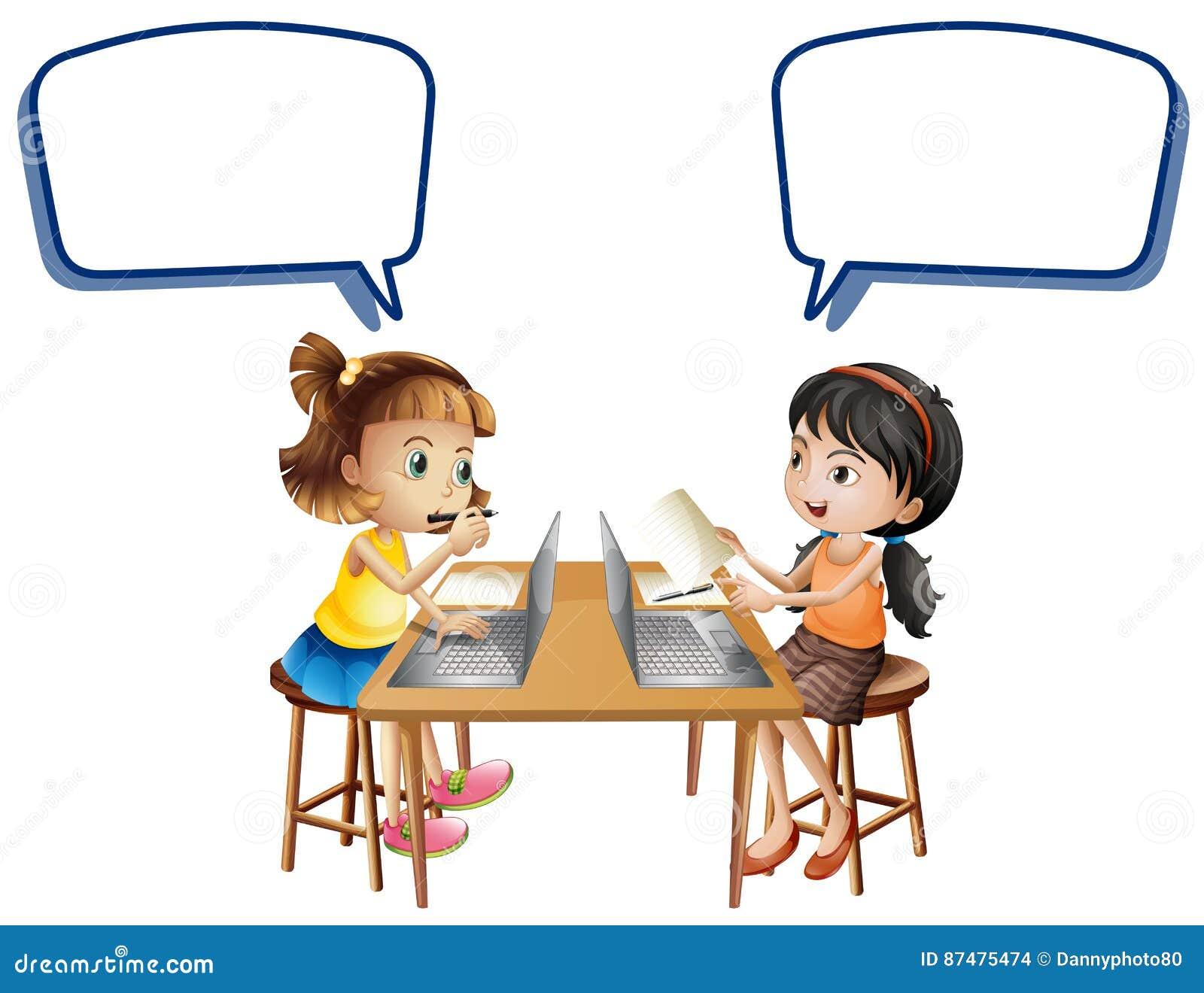 2 девушки работая на компьютерах с пузырями речи