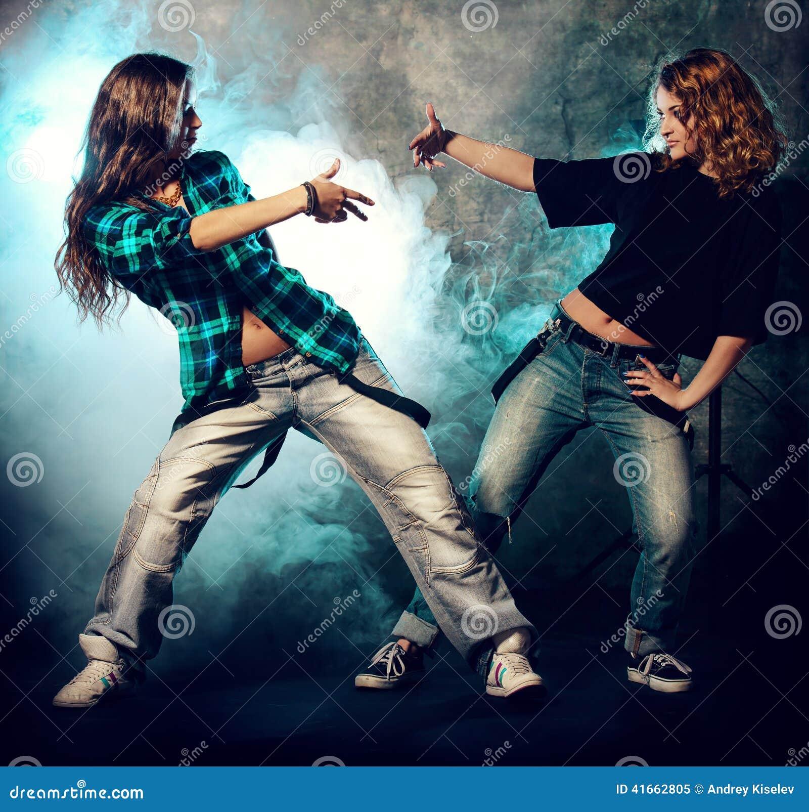 девушки танцы 2