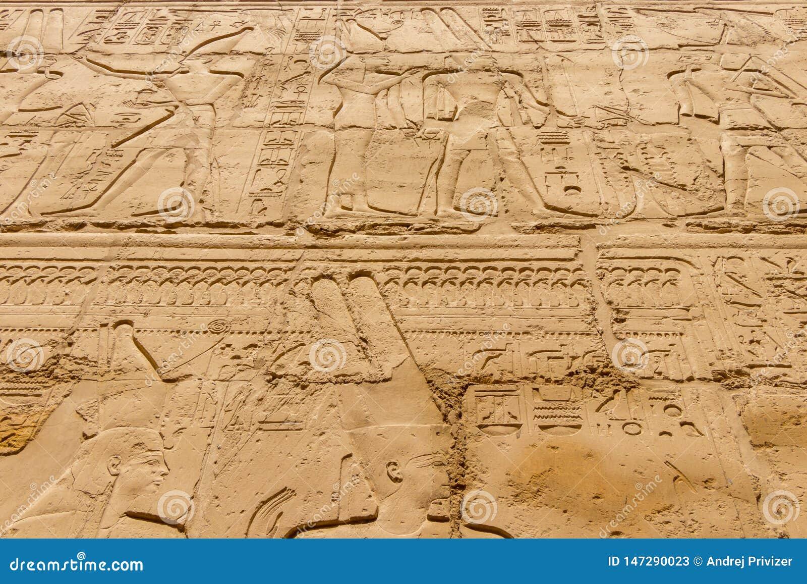 Египетские иероглифы на стене в Karnak