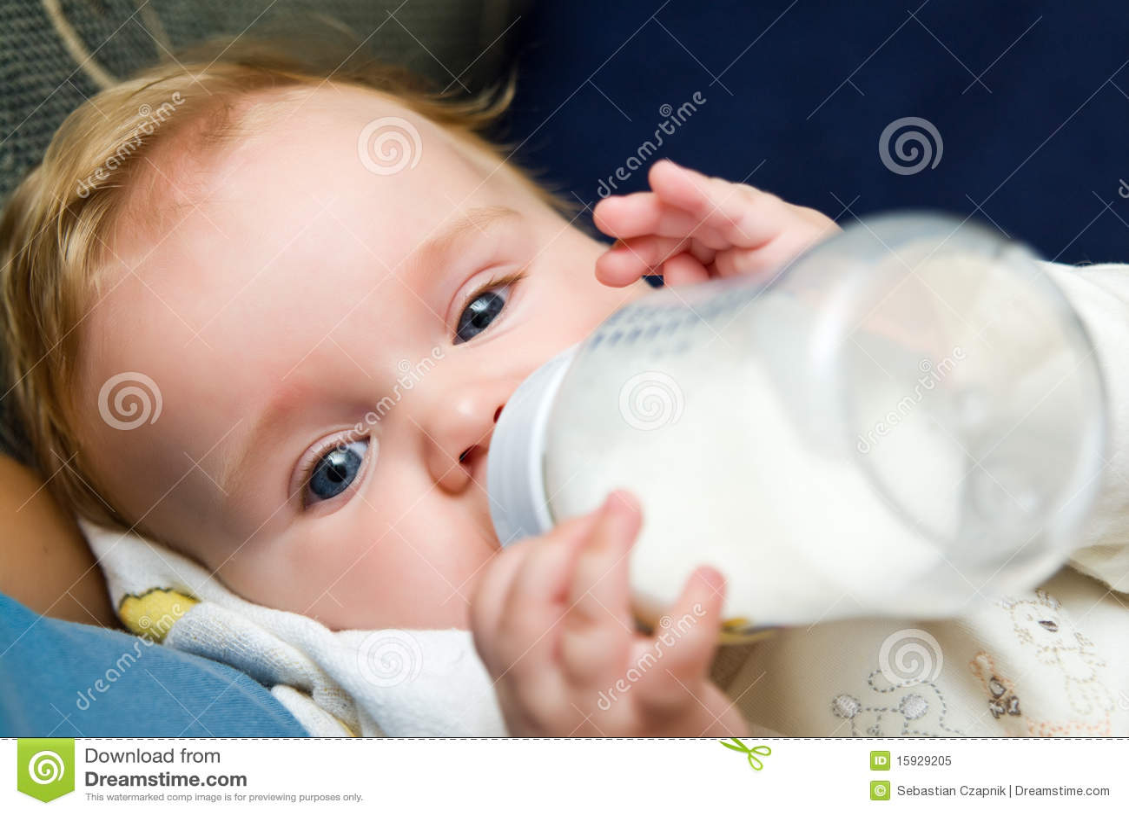 еда бутылки младенца