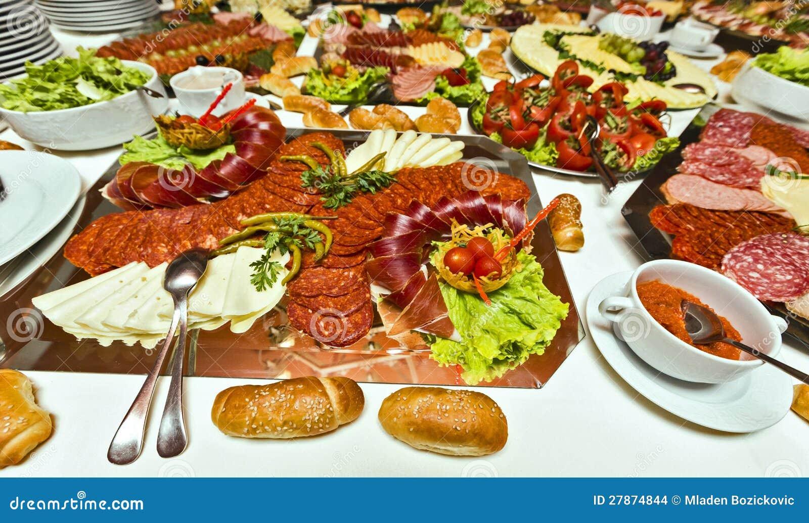 Еда доставки с обслуживанием