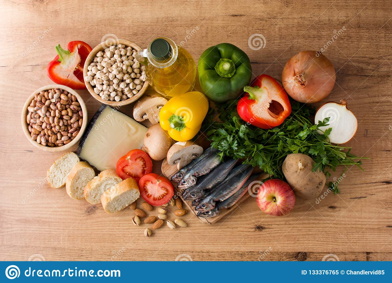 еда здоровая диетпитание среднеземноморское Плод, овощи, зерно, чокнутое оливковое масло и рыбы
