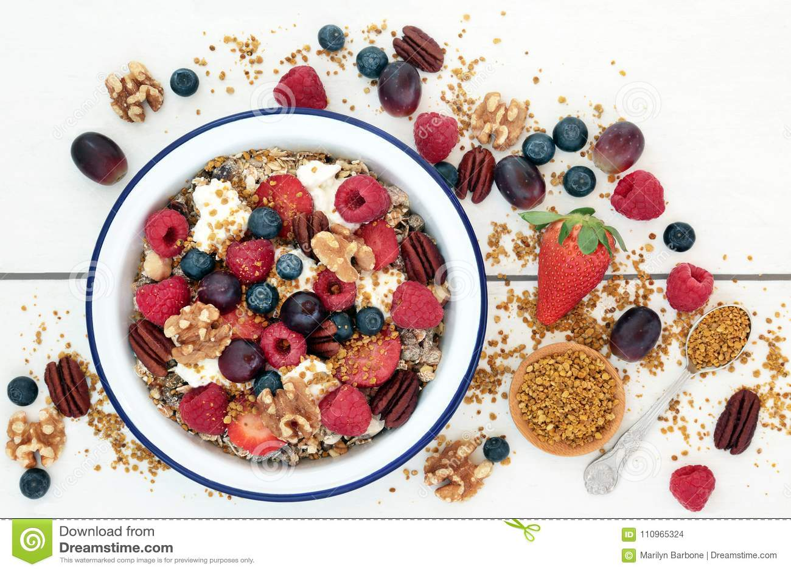 Еда здорового завтрака супер