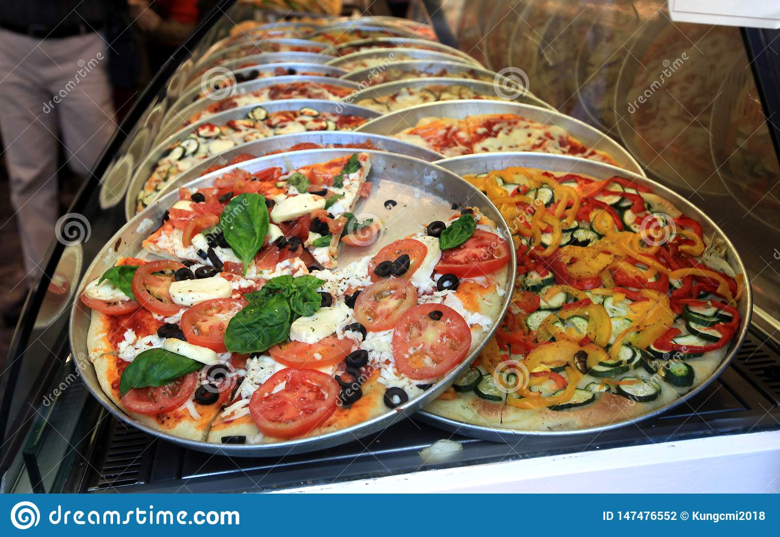 Еда Италии красной пиццы первоначальная