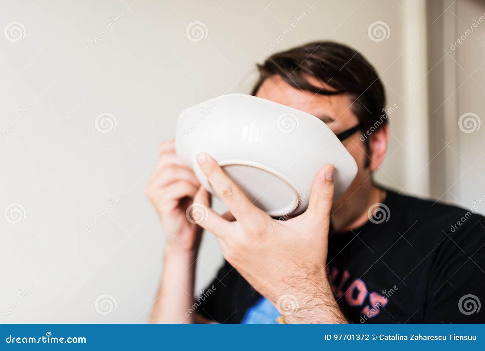 еда супа человека
