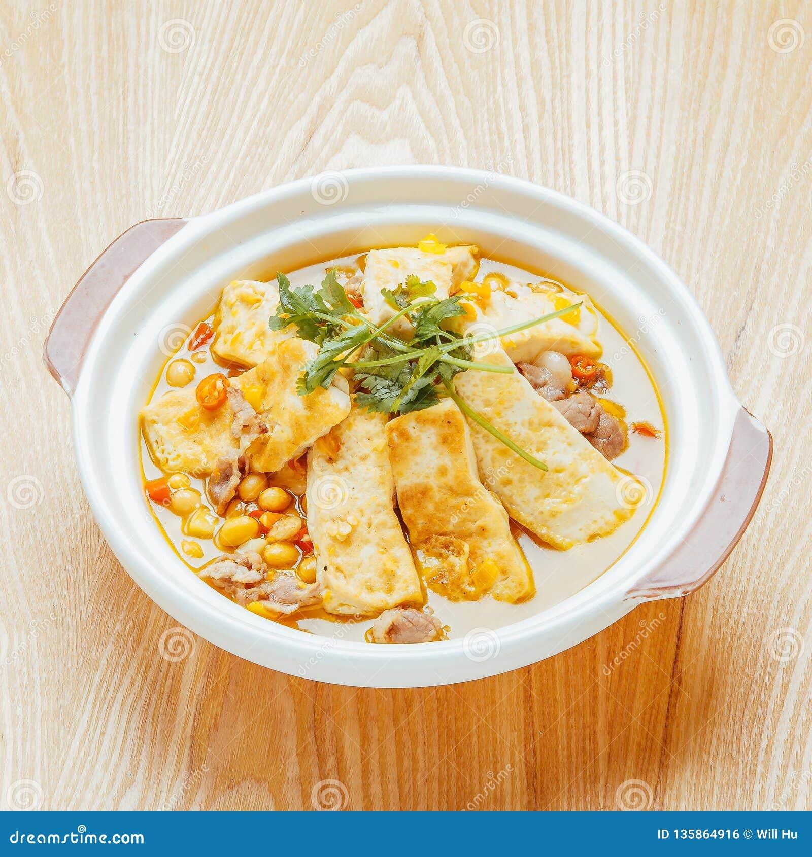 Еда фарфора соевого творога супа