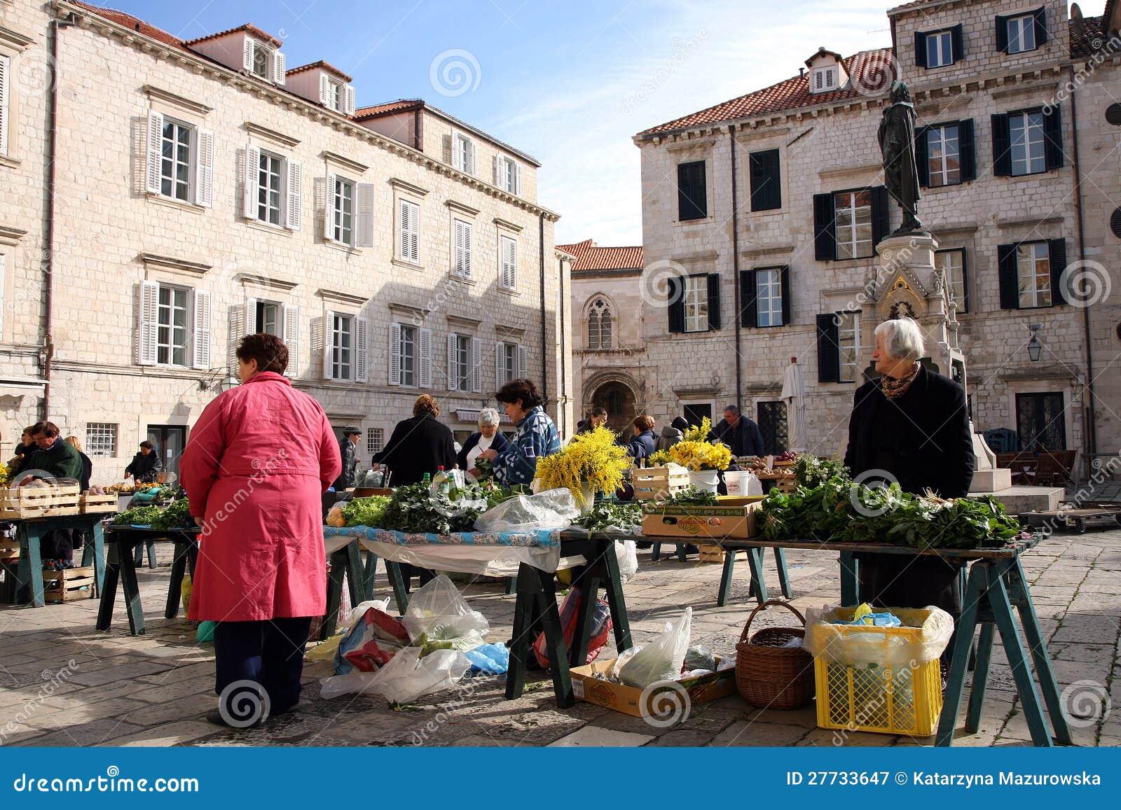 Ежедневно, рынок в Дубровник, Хорватия утра