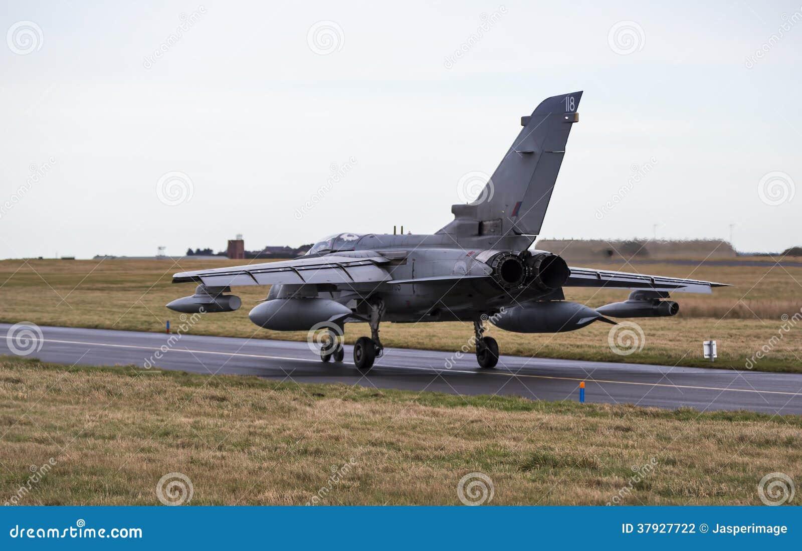Ездить на такси двигателя торнадо RAF.