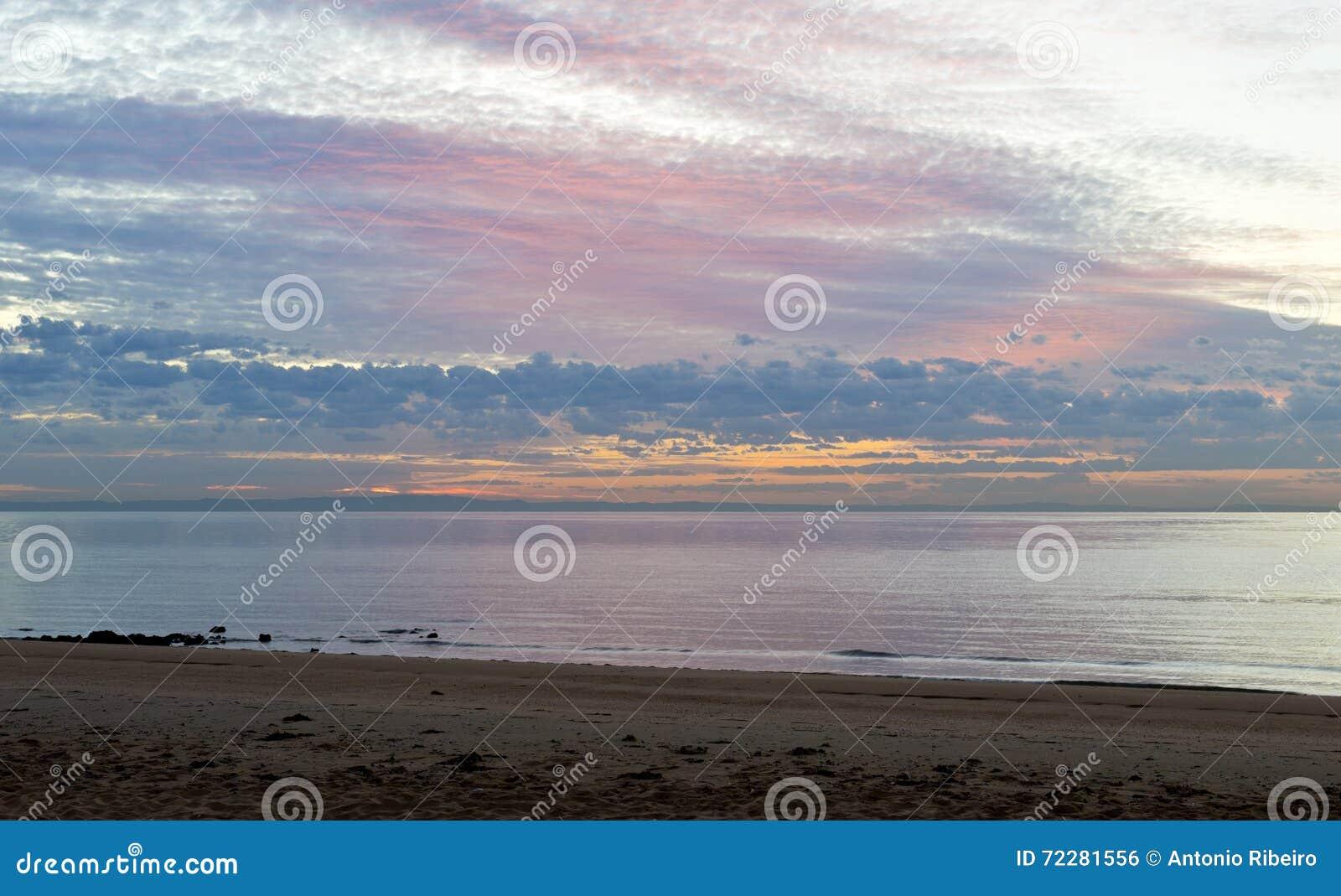 Download день рассвета новый стоковое фото. изображение насчитывающей солнце - 72281556