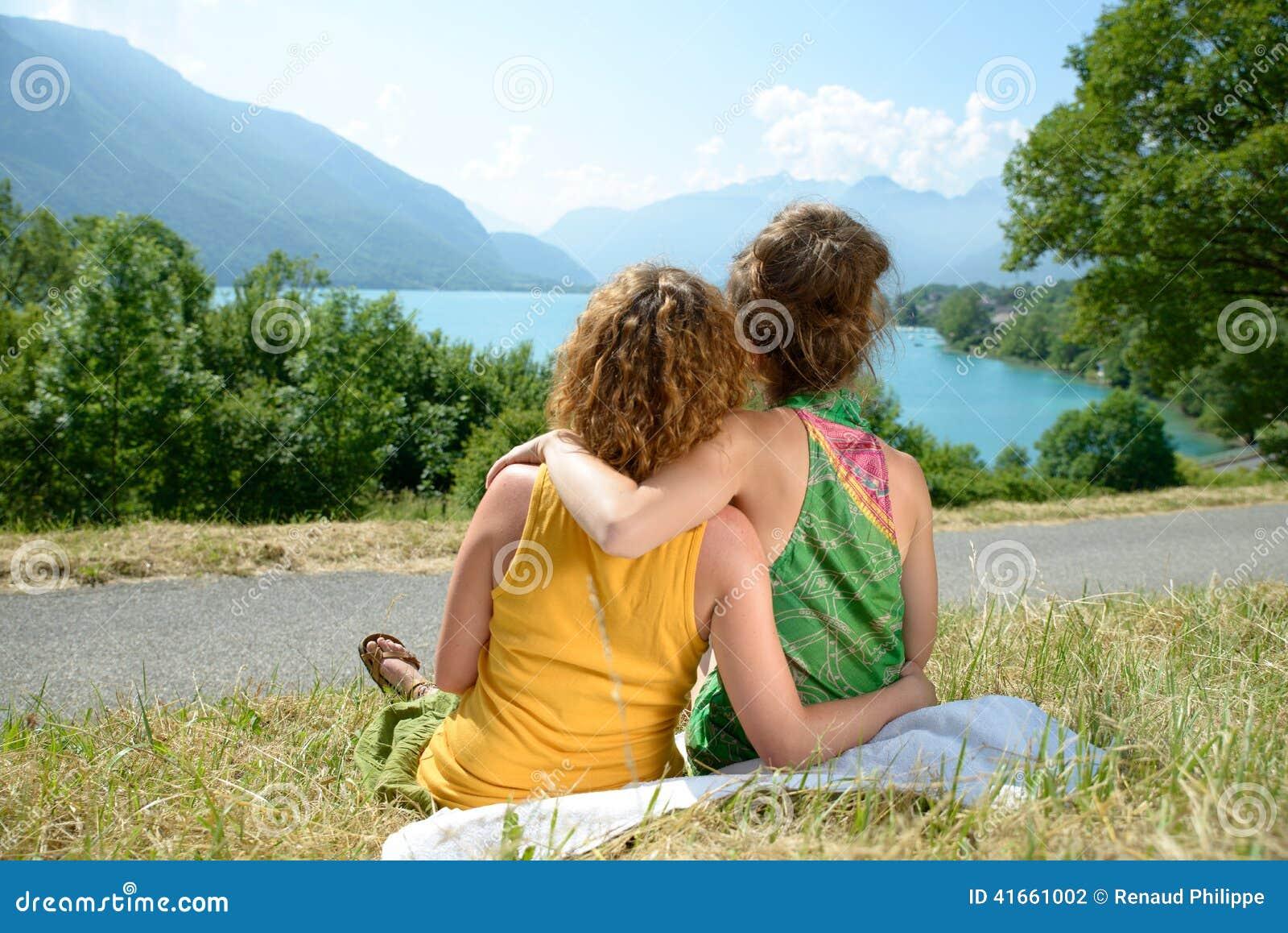 2лесбиянки на природе
