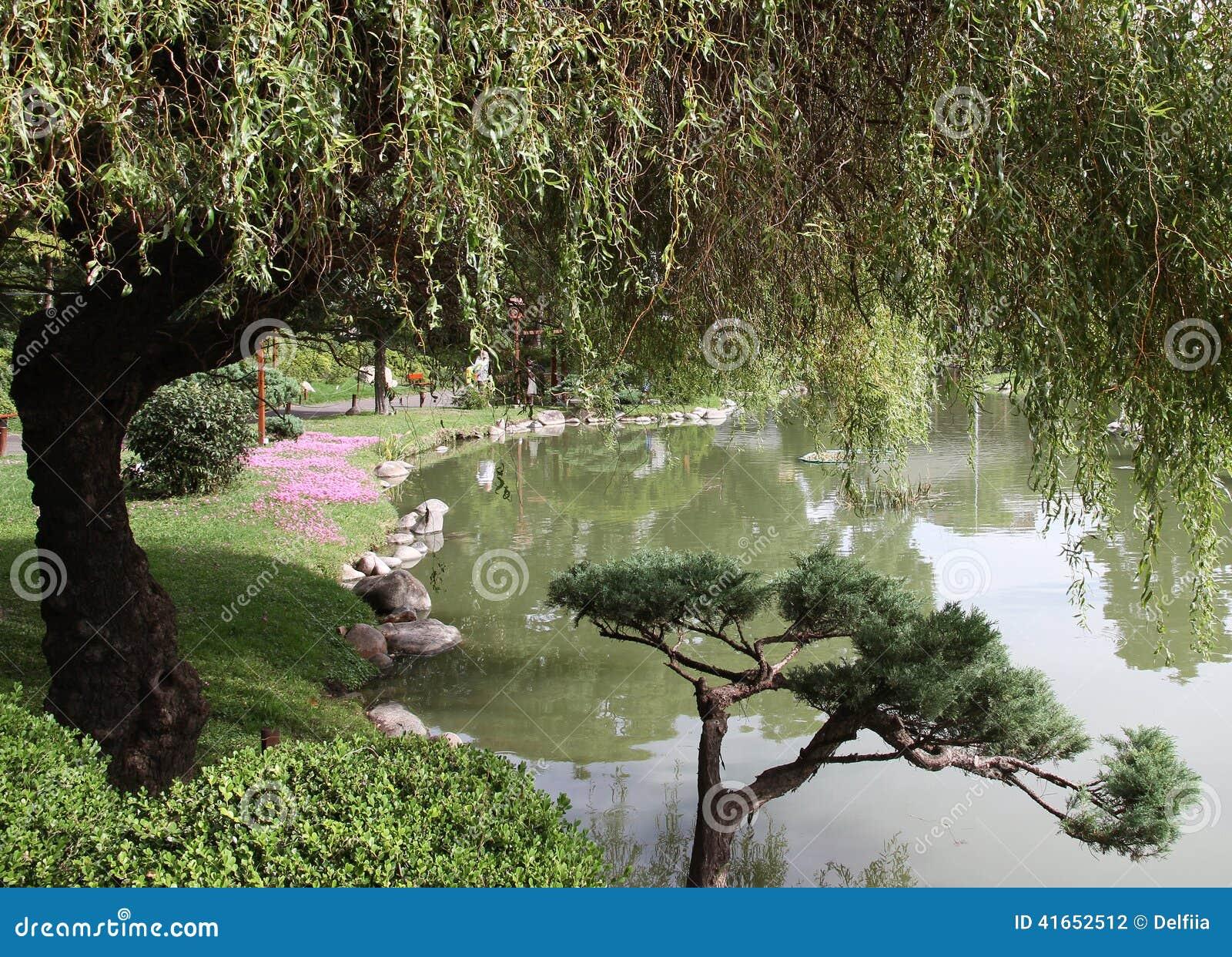 Естественный ландшафт в японском саде