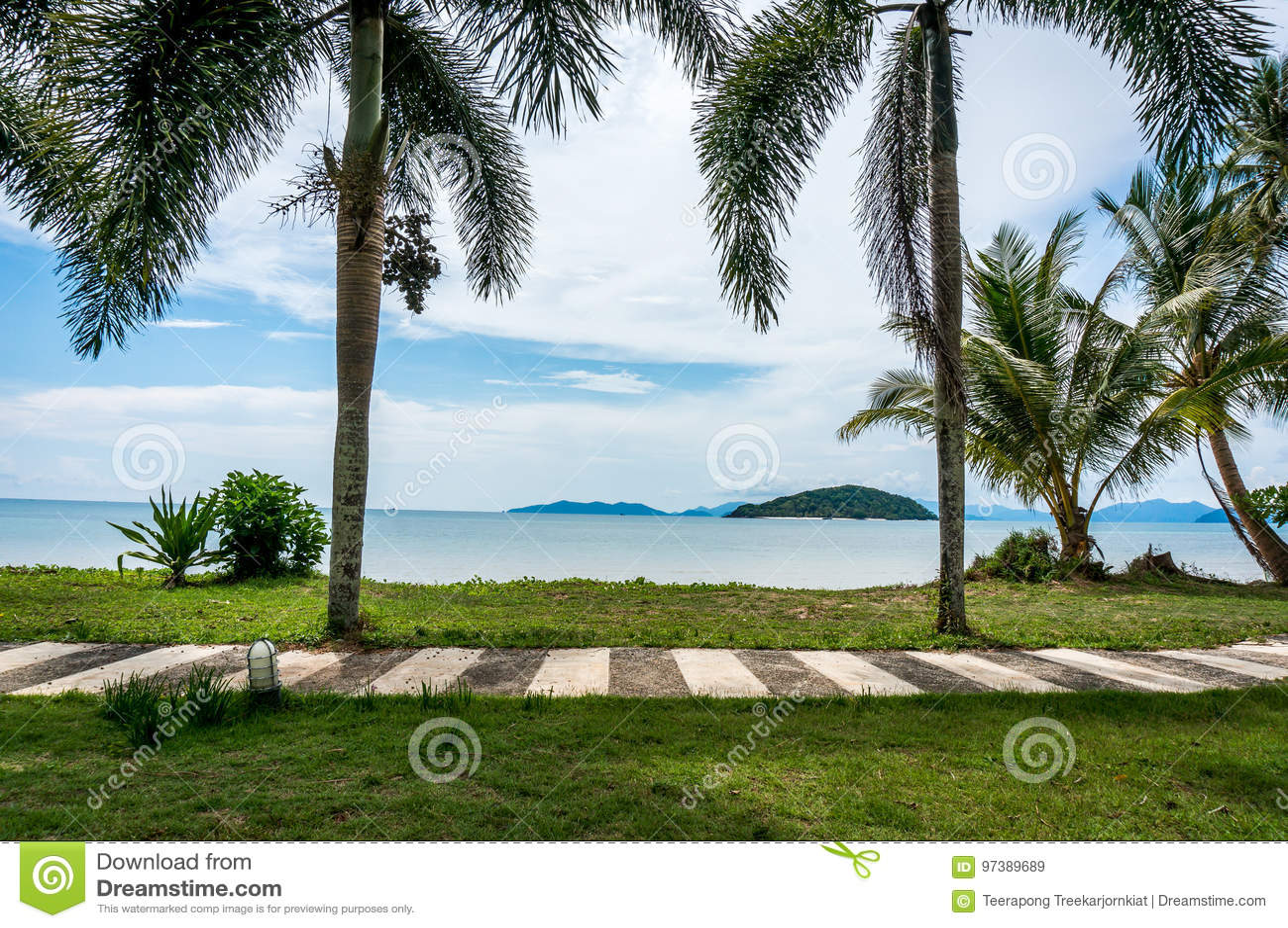 Естественный строб к Mak Ko пляжа и моря, острова Mak
