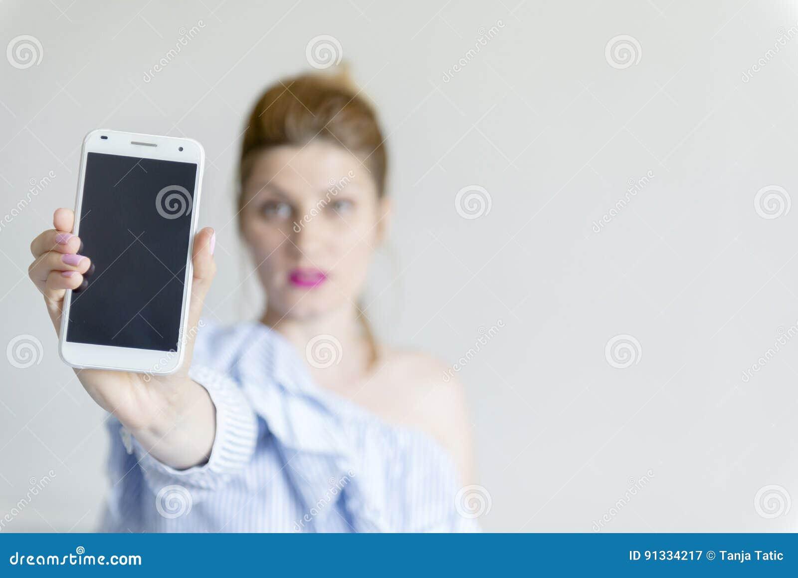 детеныши женщины мобильного телефона