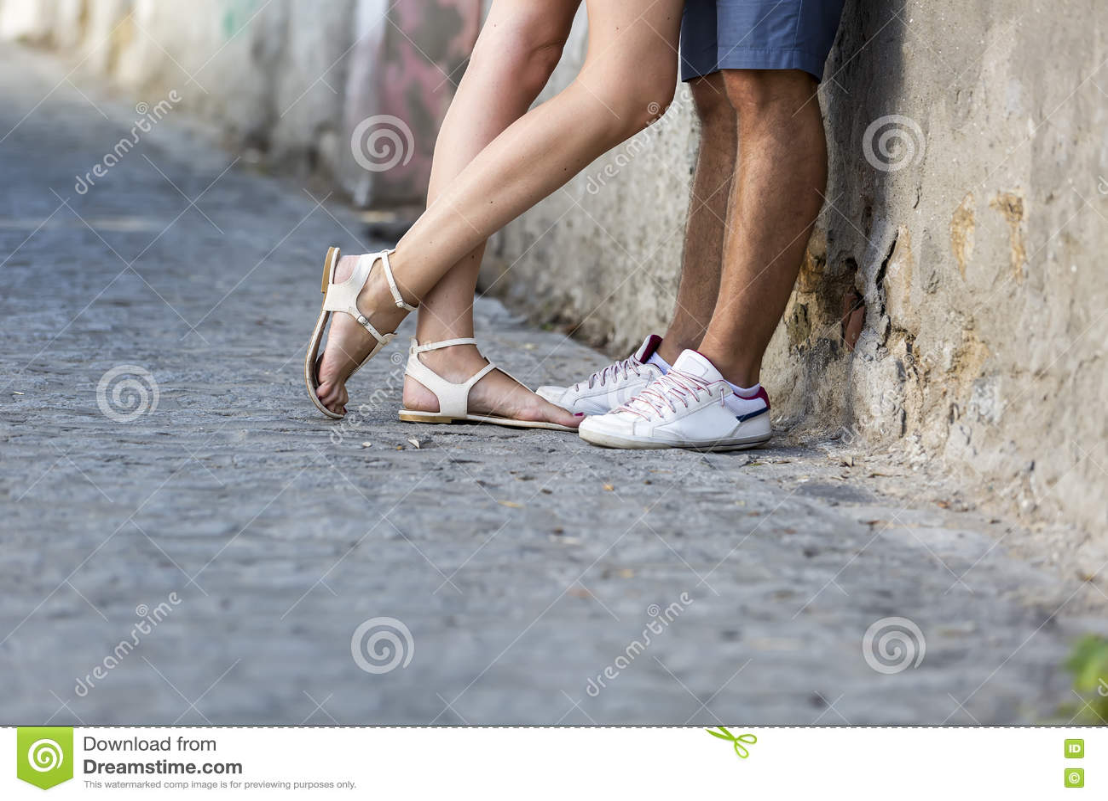 Скачать фотки целовать женские ноги фото 362-654