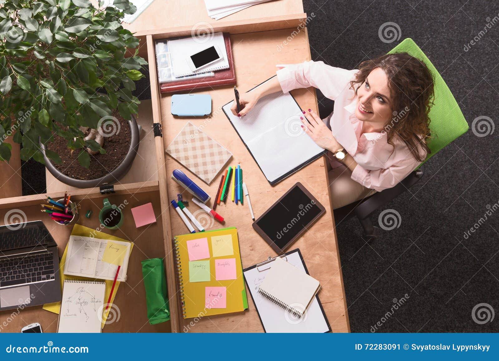 Download деятельность женщины офиса дела Стоковое Изображение - изображение насчитывающей мило, женщина: 72283091