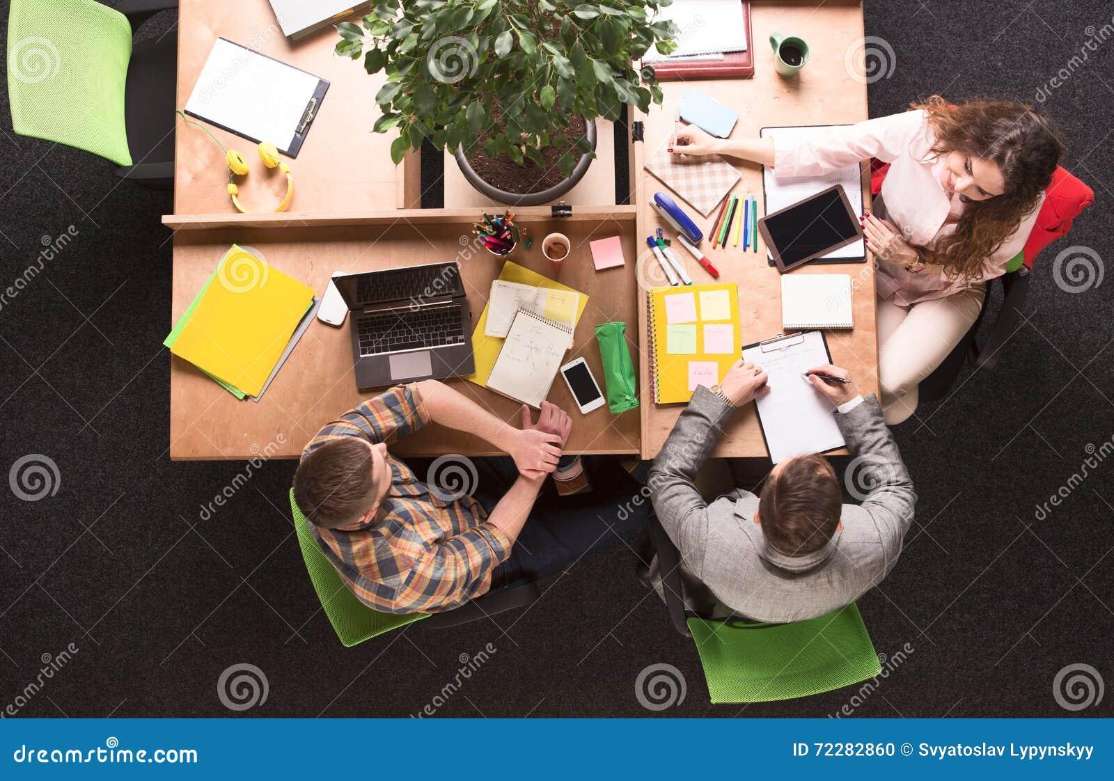 Download деятельность людей офиса дела Стоковое Фото - изображение насчитывающей сообщение, запланирование: 72282860